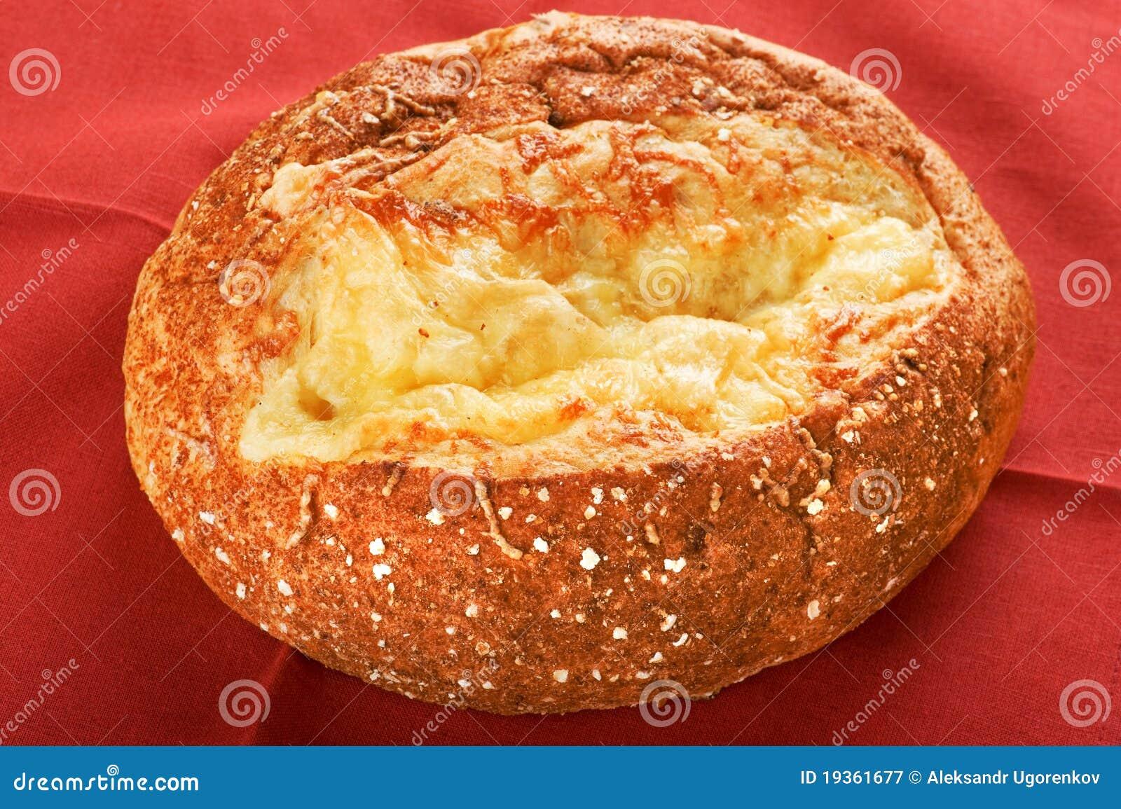Bolo com queijo no vermelho