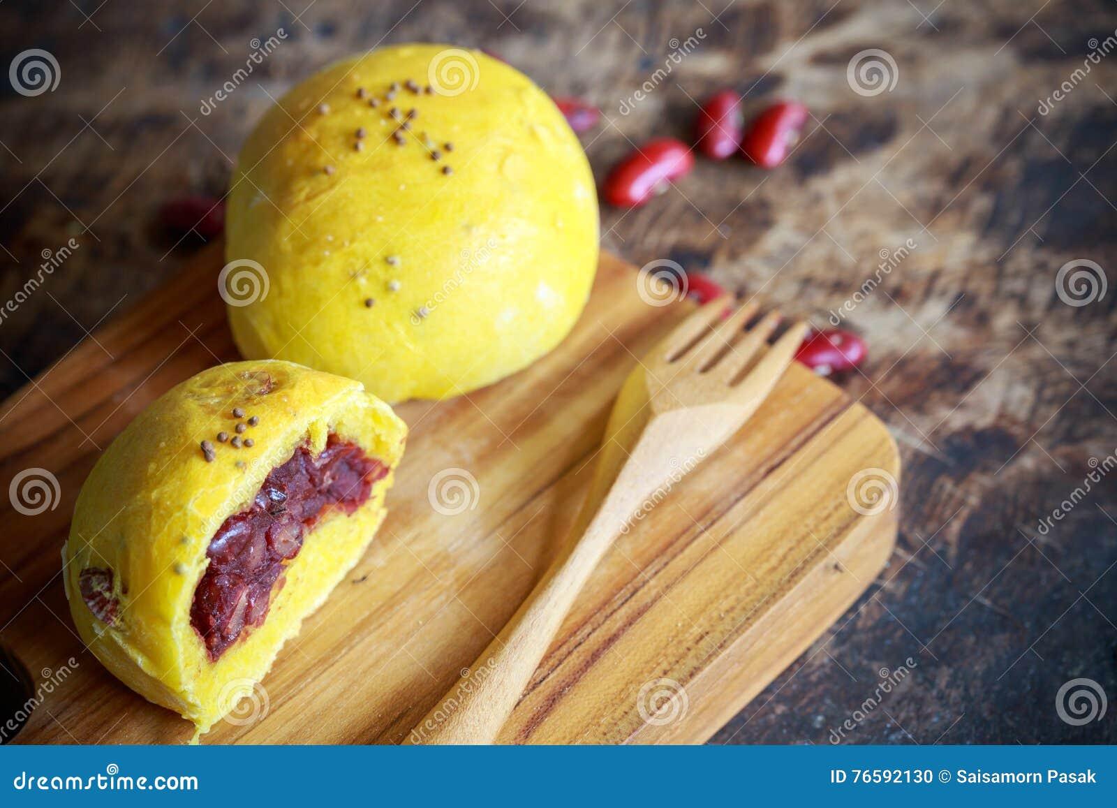 Bolo da abóbora do pão caseiro com feijão vermelho