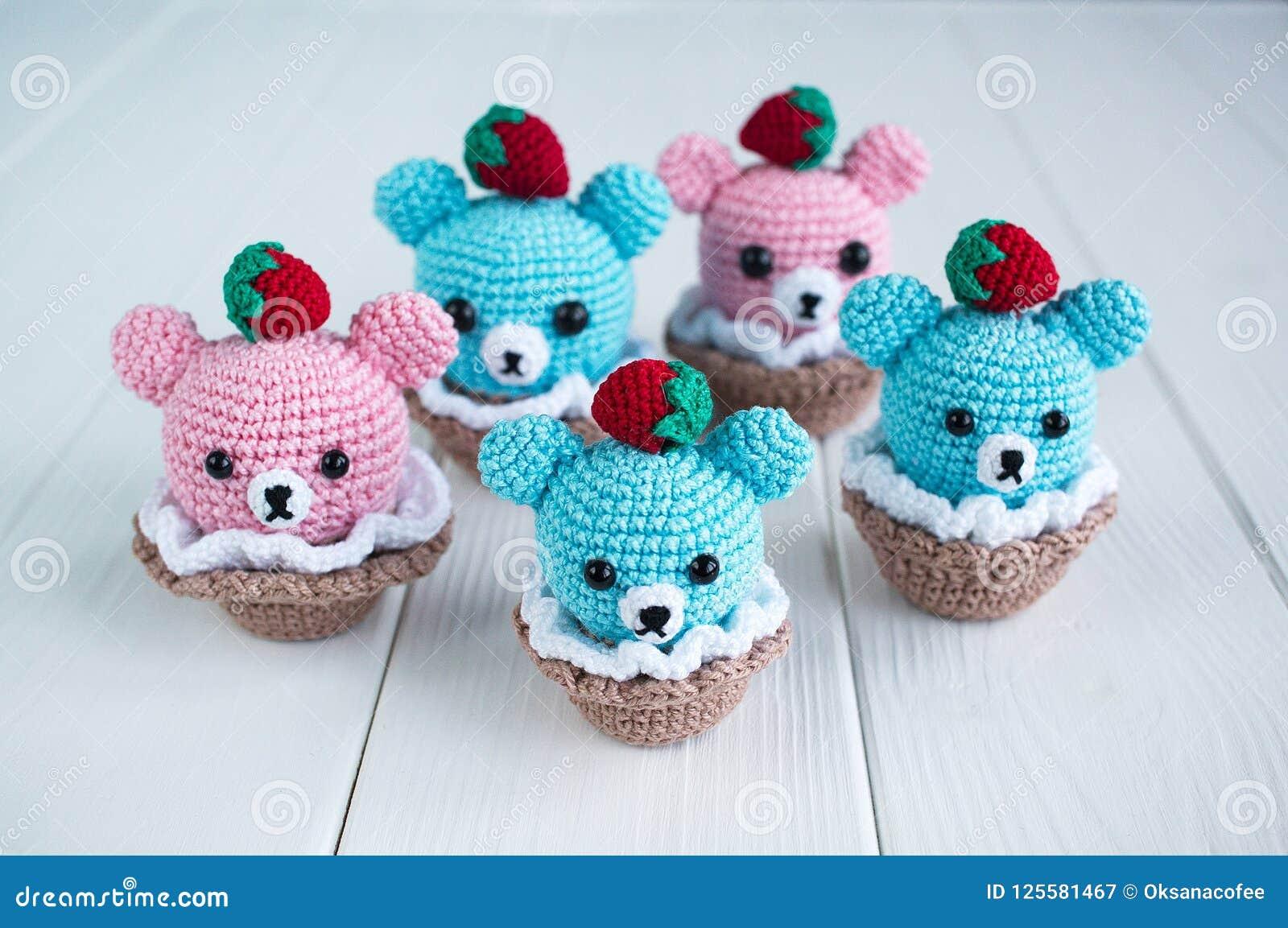 Teddys - Jzamell Teddys & Co. | Amigurumi de animais de crochê, Urso de  crochê, Brinquedos de tricô | 1153x1600