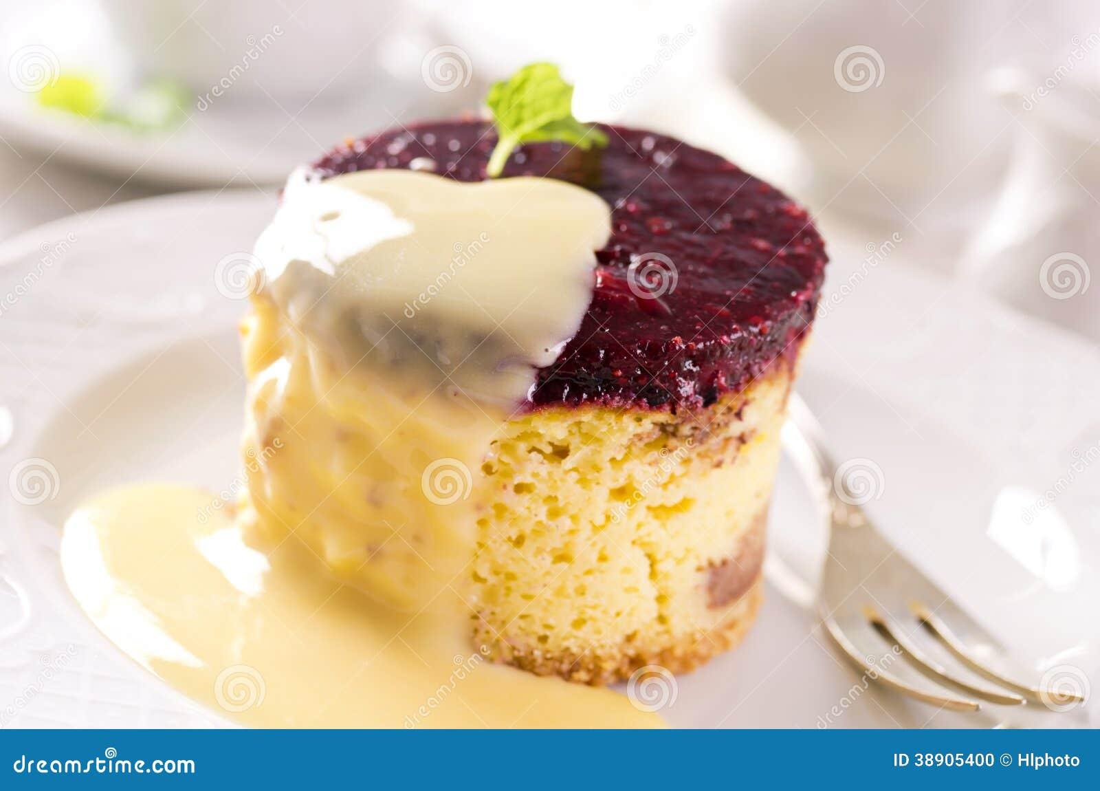 Bolo de queijo com molho da baunilha