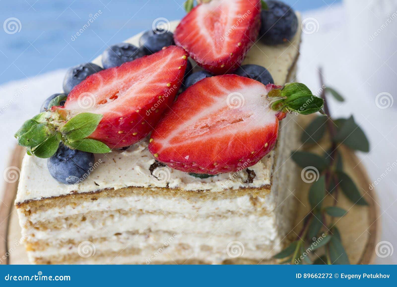 Bolo dietético com bagas Pedaço de bolo Sobremesa deliciosa, saudável T
