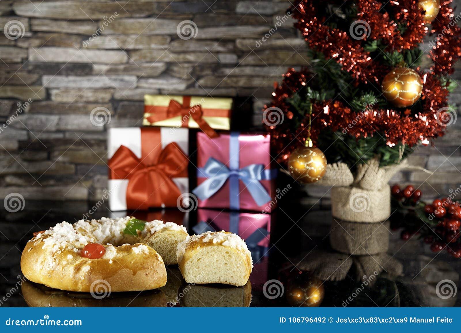 Bolo do esmagamento e árvore de Natal