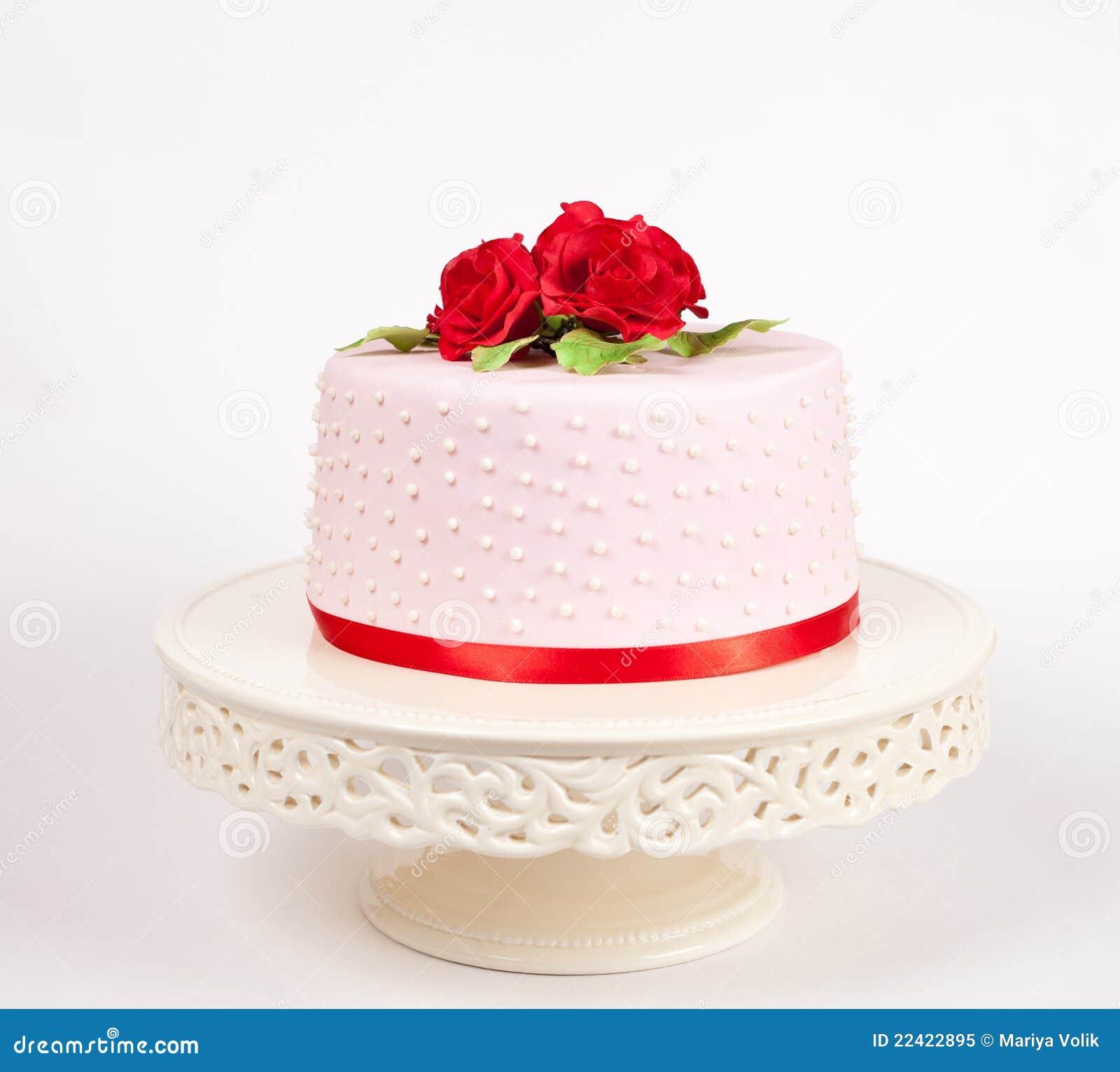 Bolo Manchado Com Rosas Vermelhas Foto De Stock Royalty Free