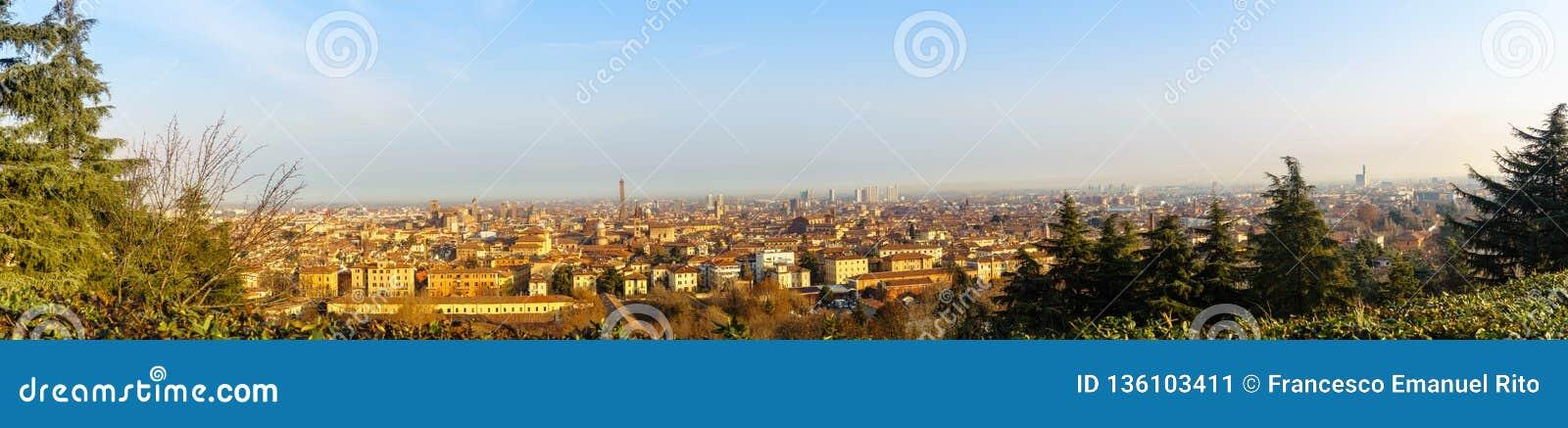 Bologna, Italien am 7. Januar 2019: Bologna-Panorama morgens