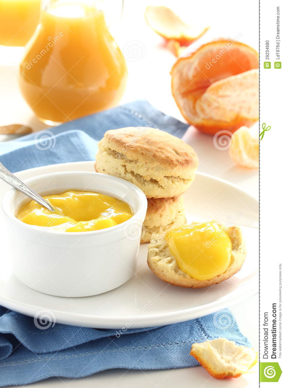 Download Bolos Com Curdo Alaranjado. Foto de Stock - Imagem de breakfast, kurd: 29234680