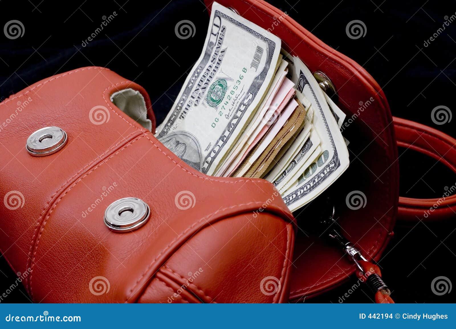 Bolsa vermelha com dinheiro