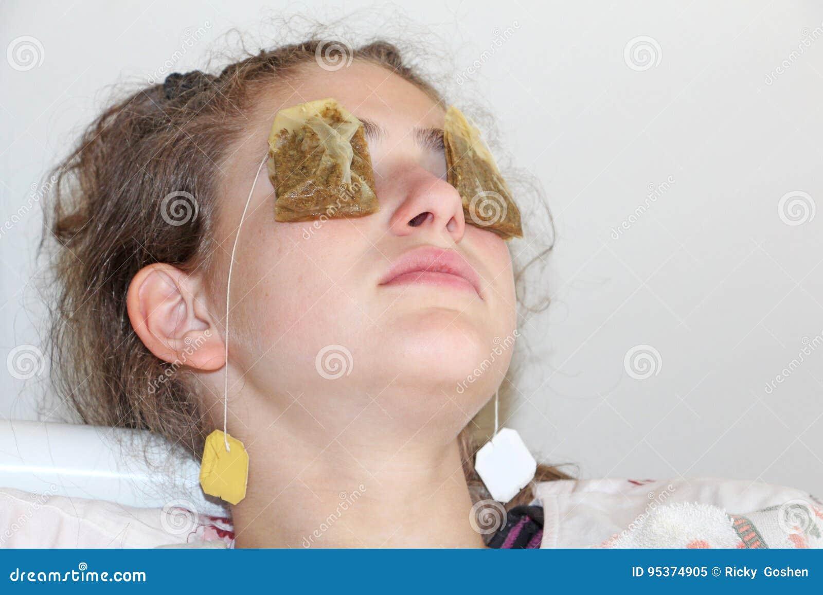 Bolsita de té para los ojos cansados