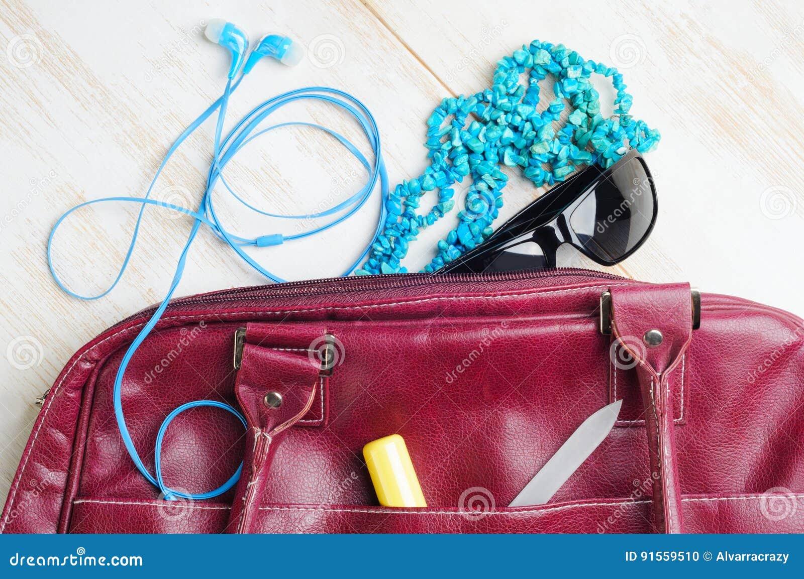 Bolso del de la mujer contenido del foto de archivo jpg 1300x954 Bolso de  mujer contenido 9db884f4dbcfb