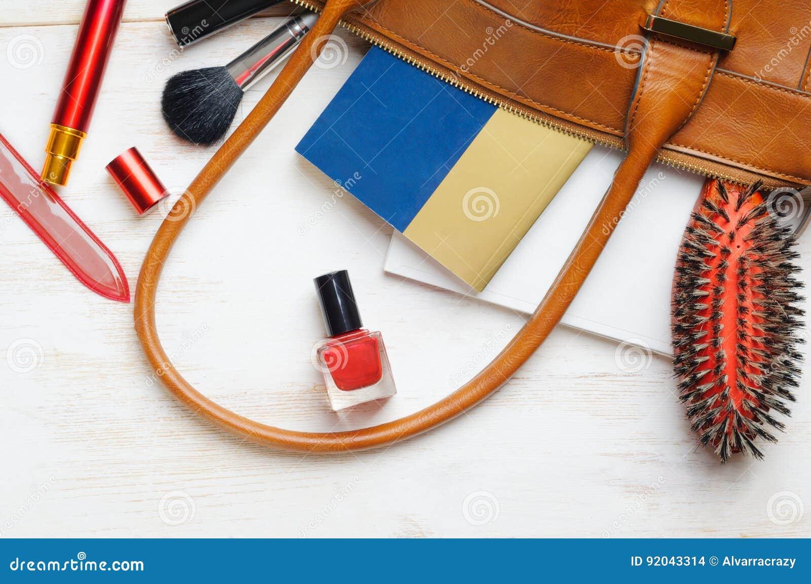 Bolso del de la mujer contenido del foto de archivo jpg 1300x953 Bolso de  mujer contenido 1262c18c9a792