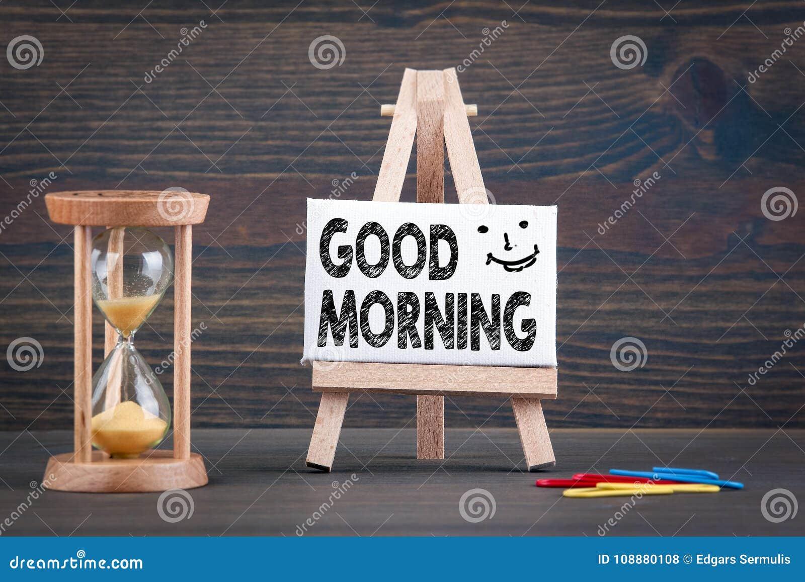 Bom dia Temporizador de Sandglass, de ampulheta ou de ovo na tabela de madeira