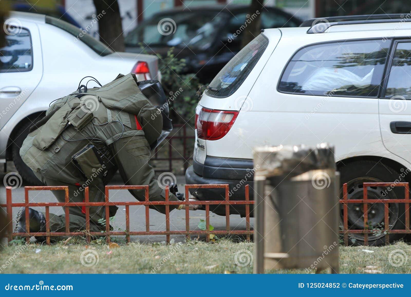 bomb-disposal-expert-suit-explosive-ordnance-disposa-bucharest-romania-august-eod-verifying-suspect-car-street-125024852.jpg
