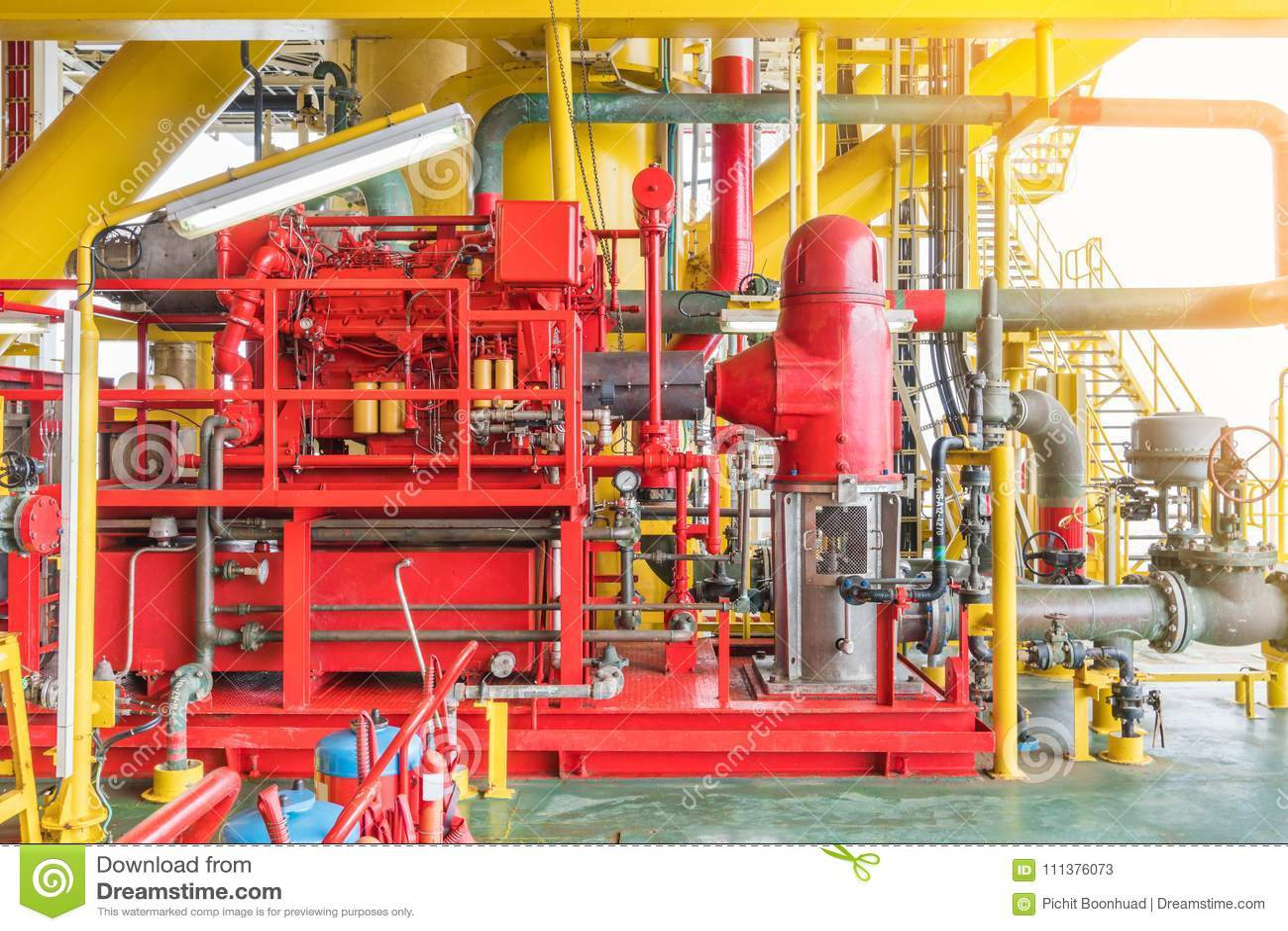 44ac6a5d5773 Sistema contraincendios en la plataforma de petróleo y gas costera y la  industria petroquímica
