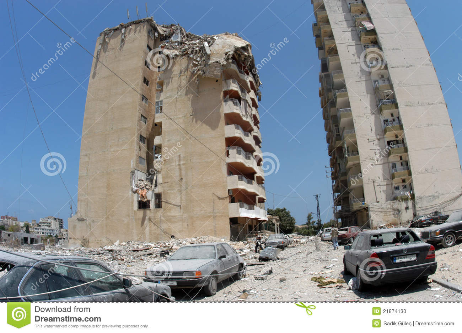 Bombardierte Gebäude im Reifen