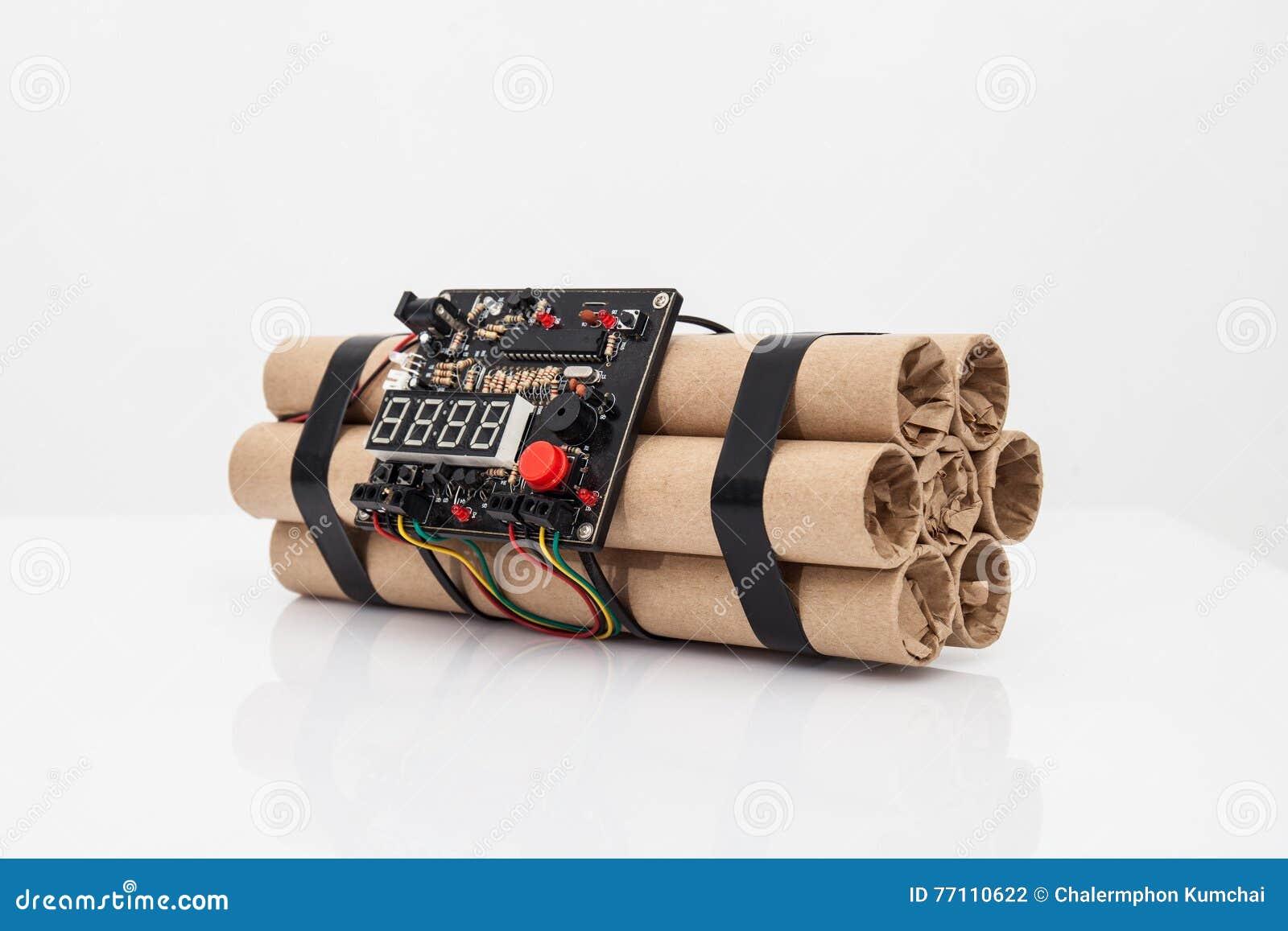 Bombe à retardement avec des rouages électroniques fonctionnants