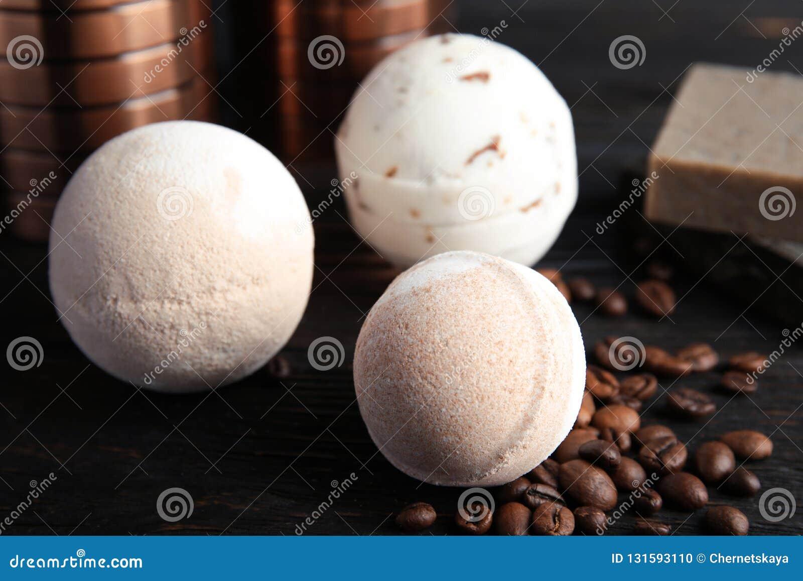 Bombe del bagno e chicchi di caffè