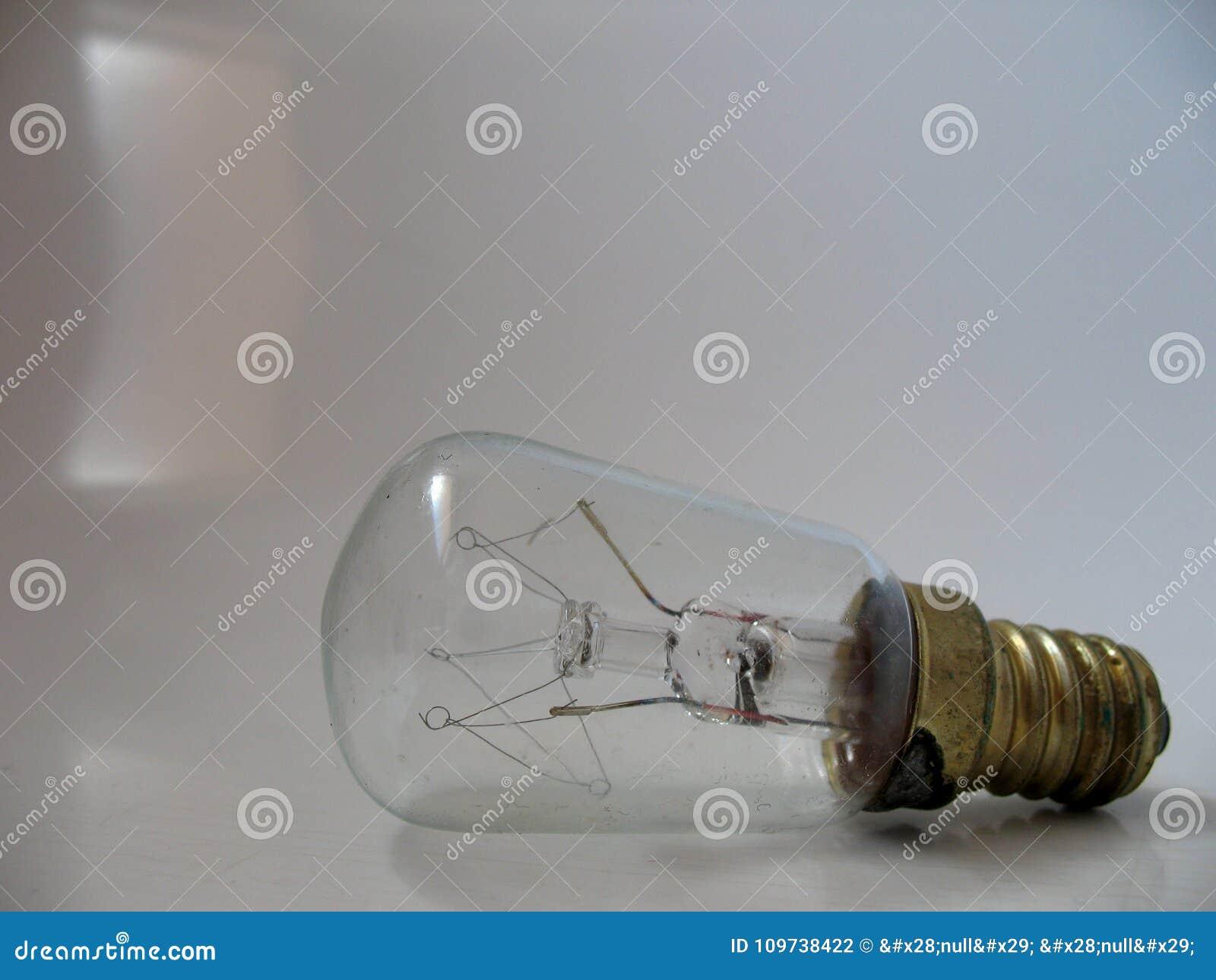 Bombilla transparente con la base de tornillo