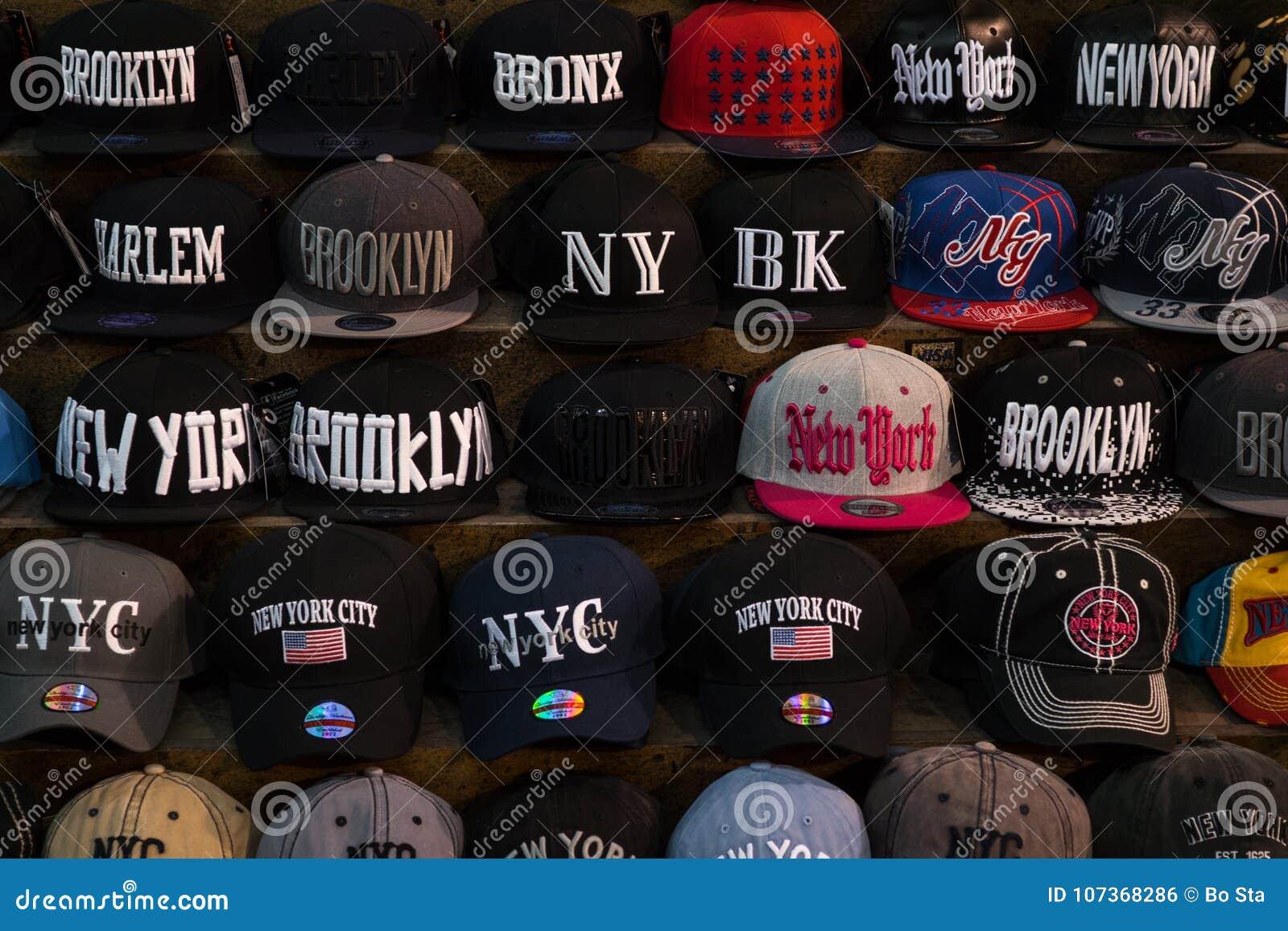 1db1317b980f9 Bonés De Beisebol Na Loja Em New York Foto Editorial - Imagem de ...