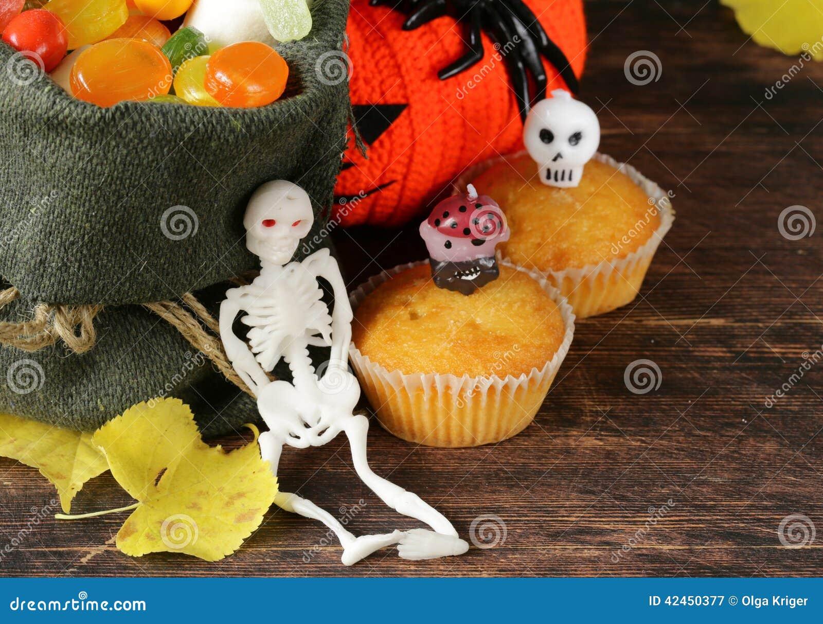 Bonbons und traditionelle Festlichkeit der Süßigkeit auf Halloween