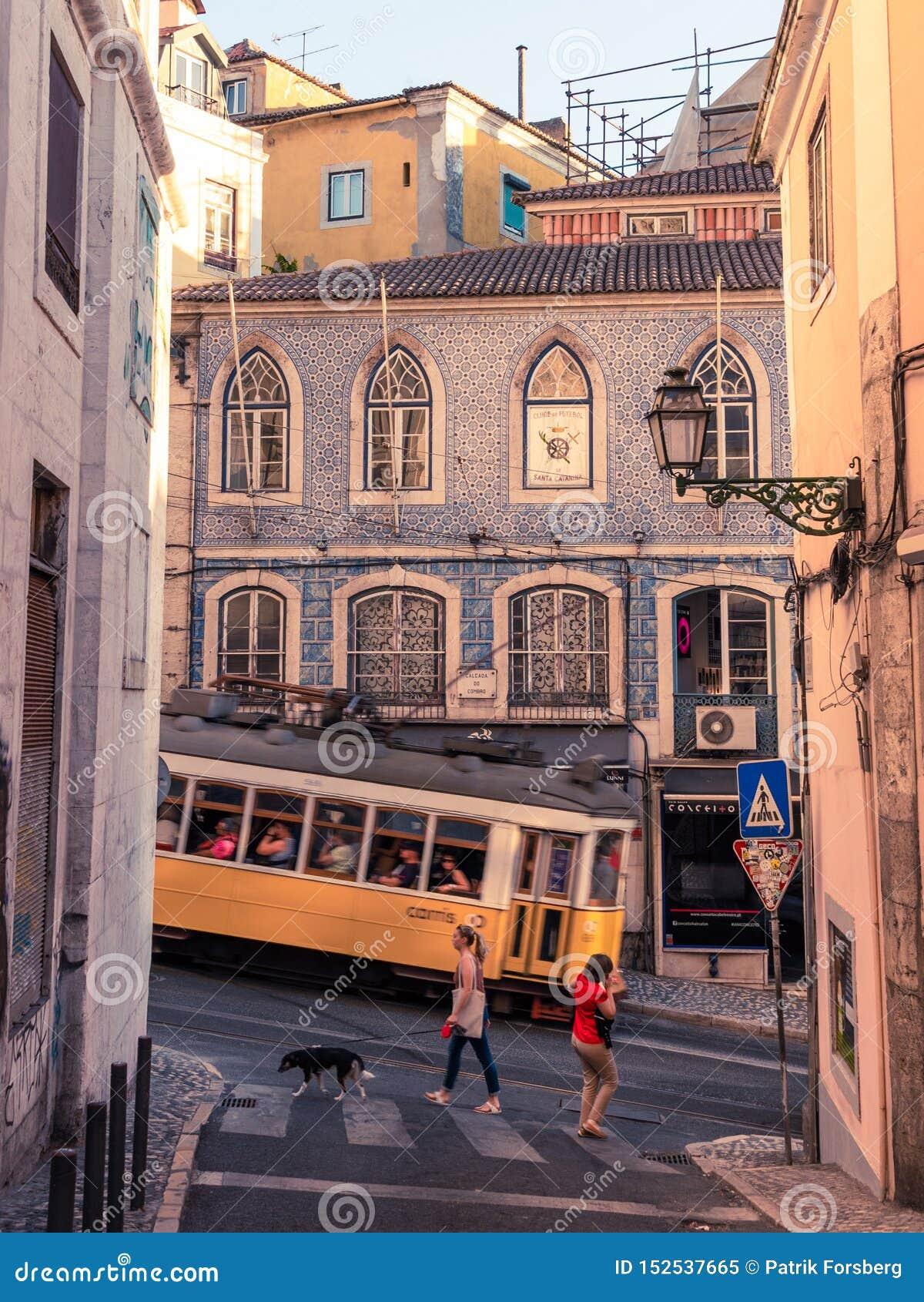 Bonde em Lisboa que vai subida