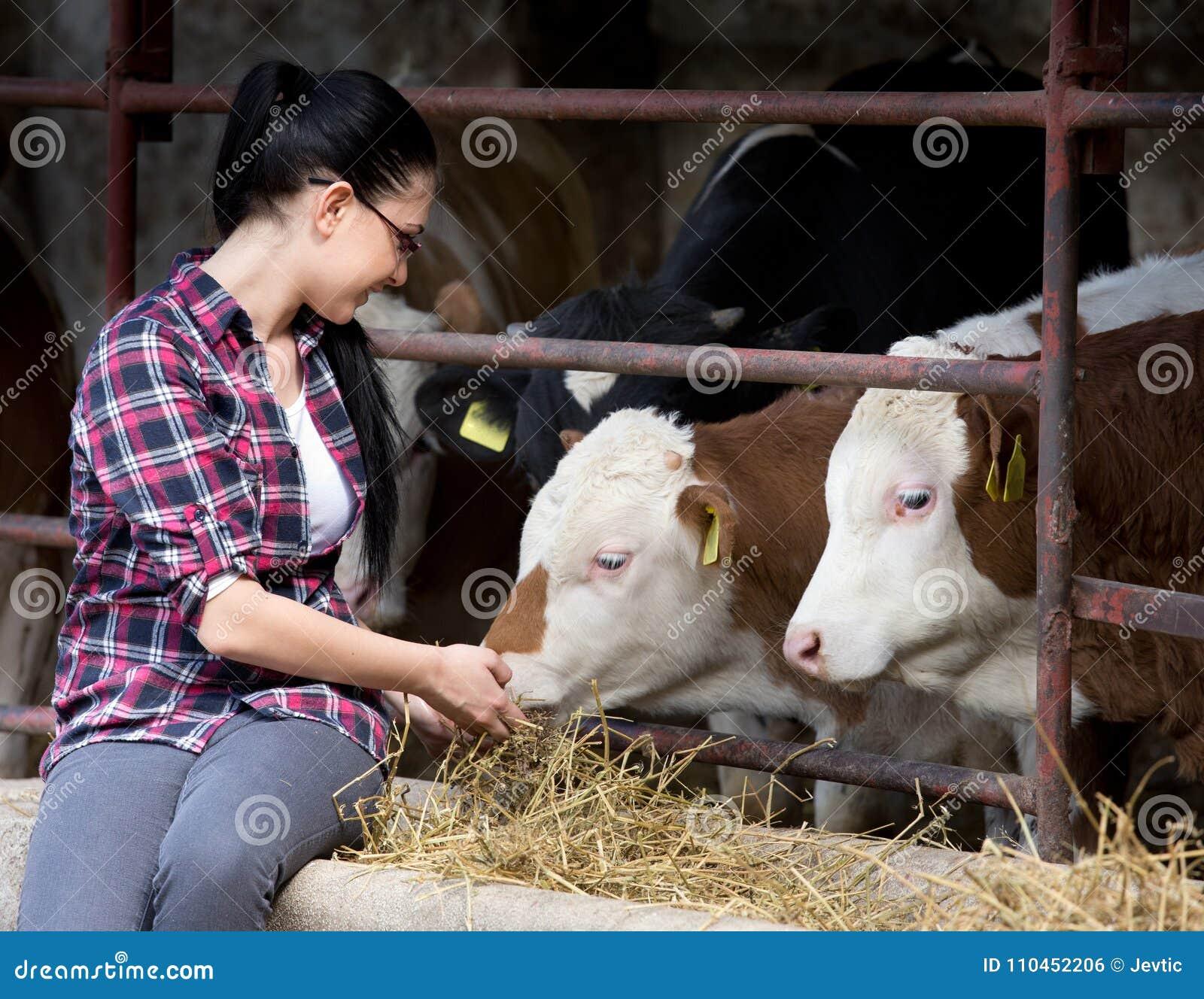 Bondekvinna med kor