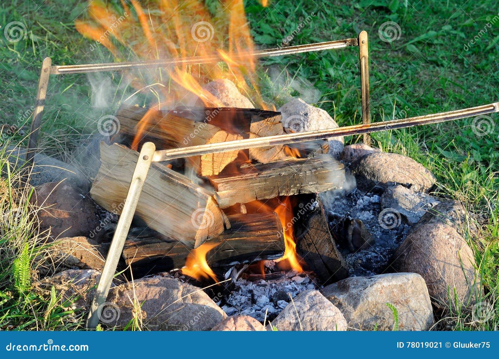 Bonfire dispositivo para o assado