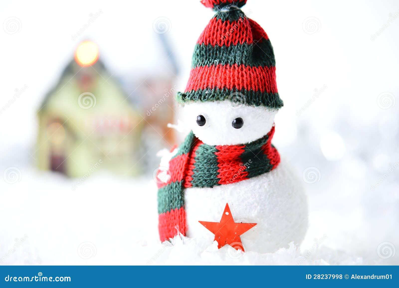 Bonhomme de neige avec le chapeau noir et rouge photos - Chapeau bonhomme de neige ...