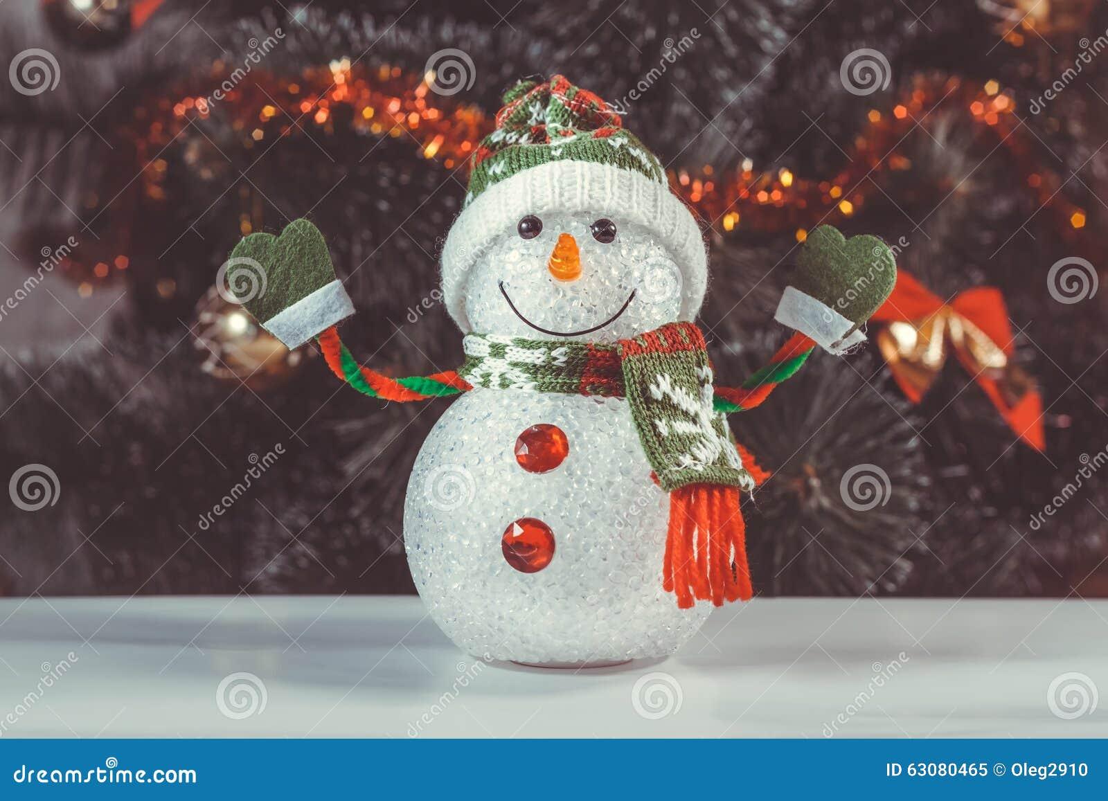 Download Bonhomme De Neige De Jouet Avec L'arbre De Noël Image stock - Image du fond, écharpe: 63080465