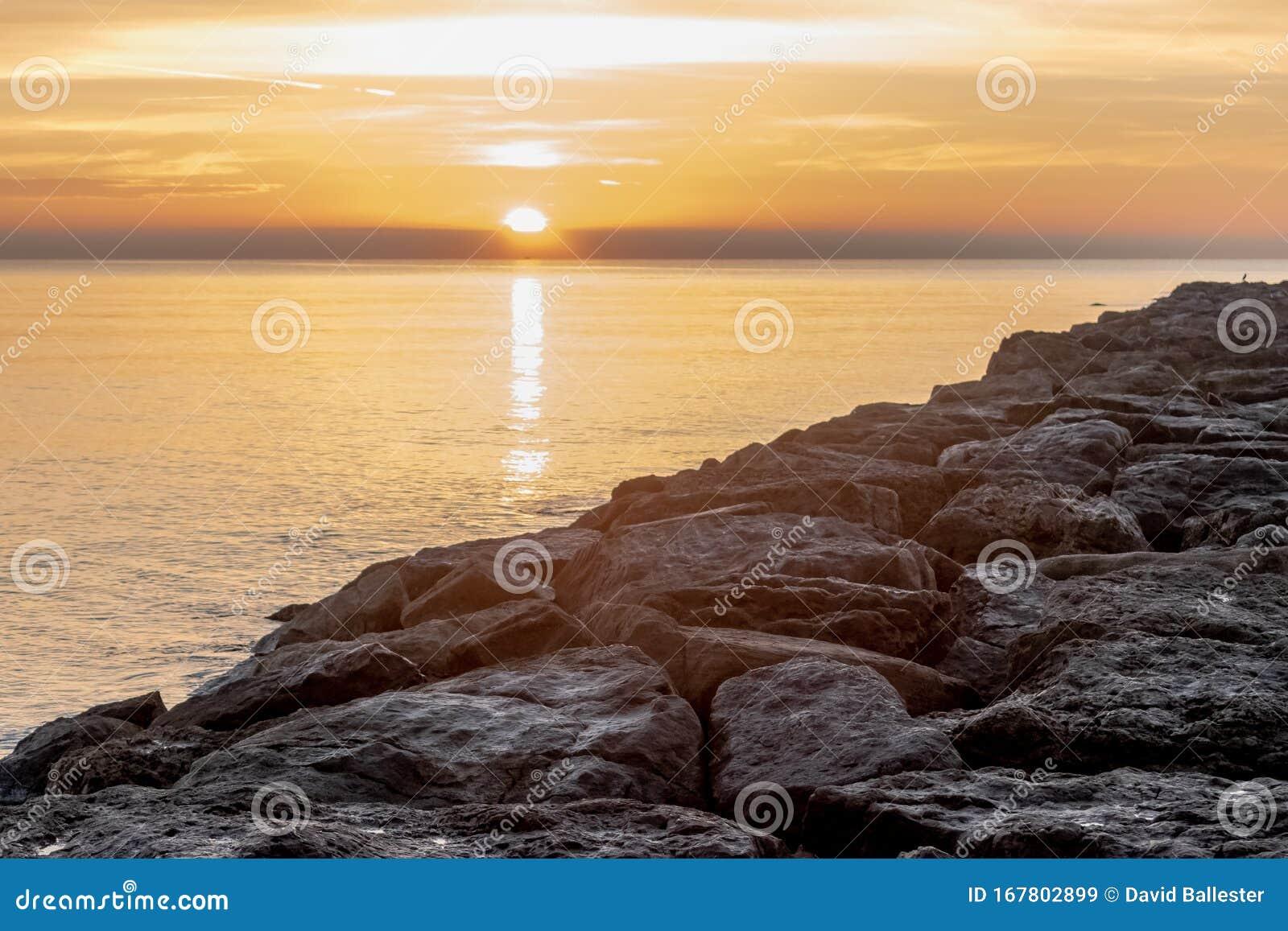 Amanecer En El Mar Stock Image Image Of Excursiones 167802899