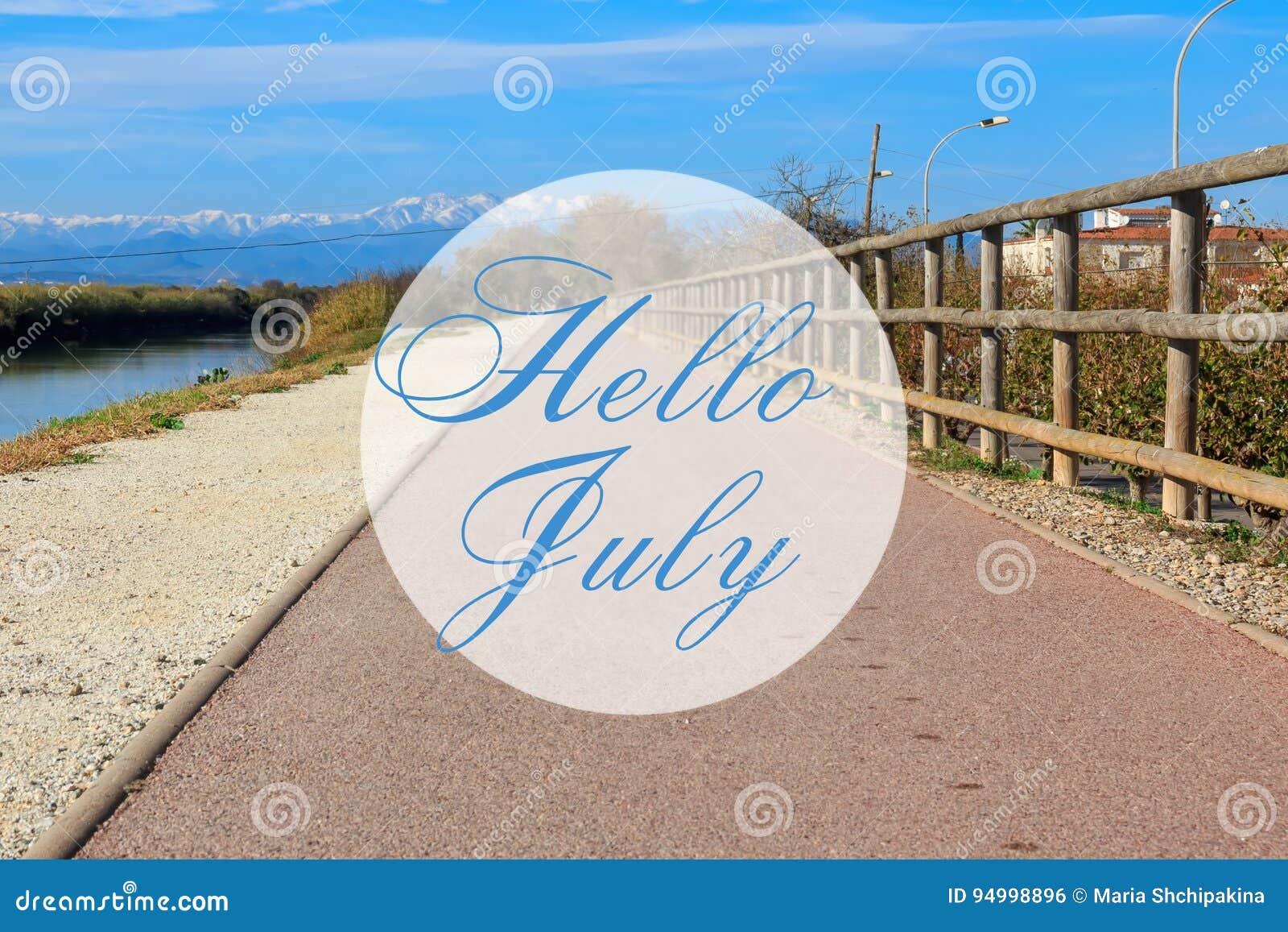 Bonjour carte de voeux de juillet avec le fond de chemin de traînée d été