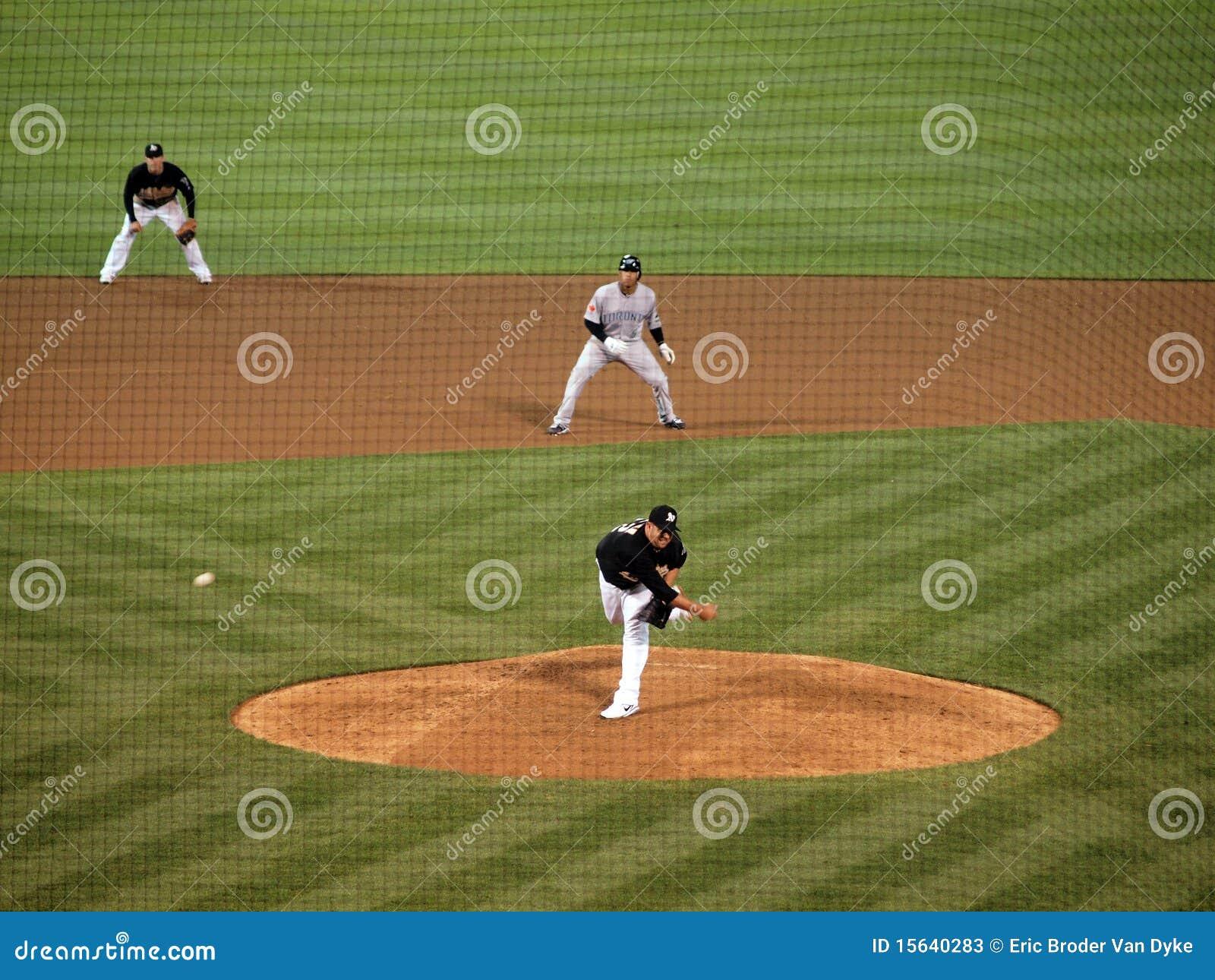 Boof Bonser wirft einen Fastball in einem späten Inning