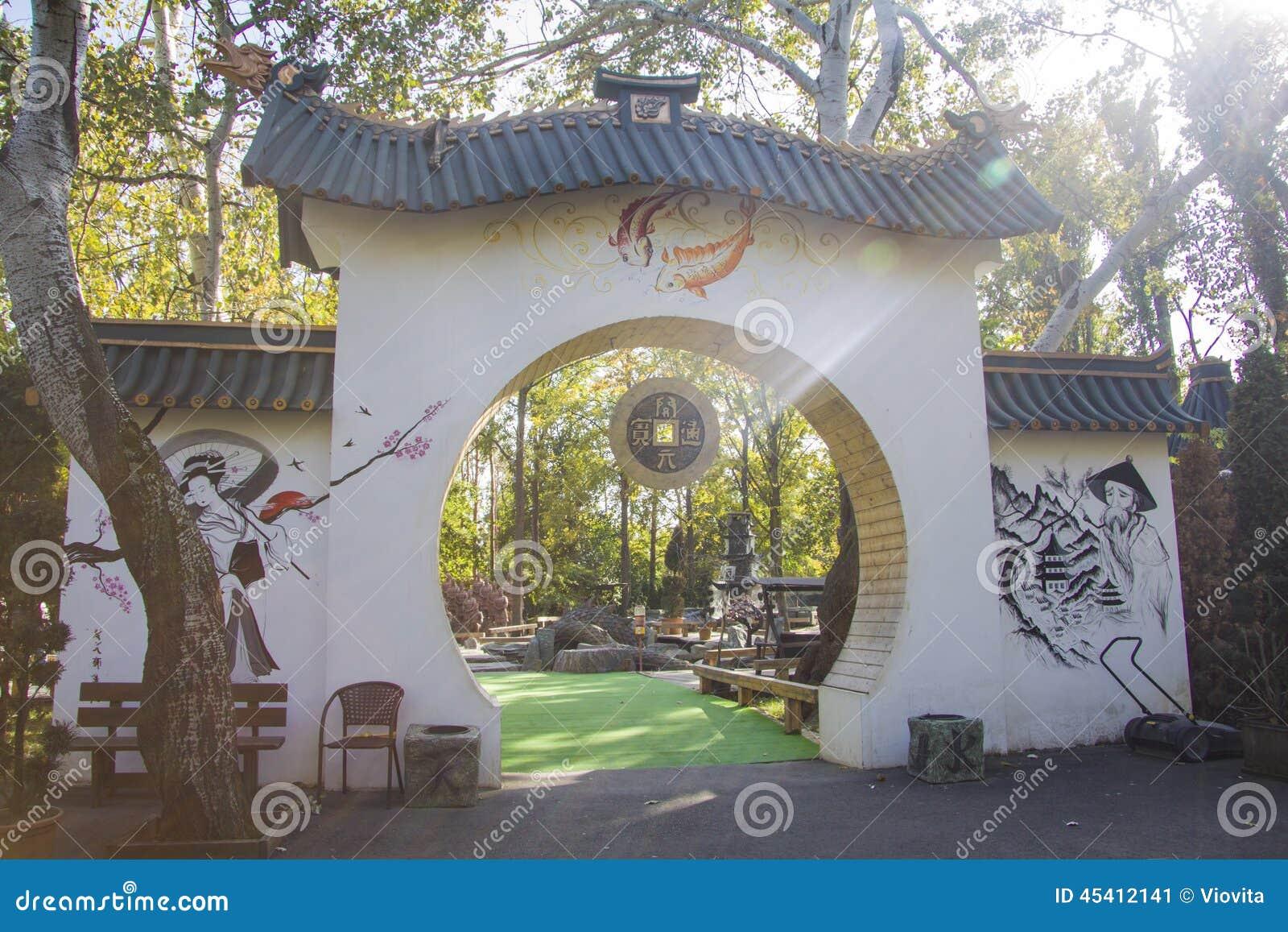 Boog met japanse hi rogliefen en tekeningen stock foto afbeelding 45412141 for Decor ingang