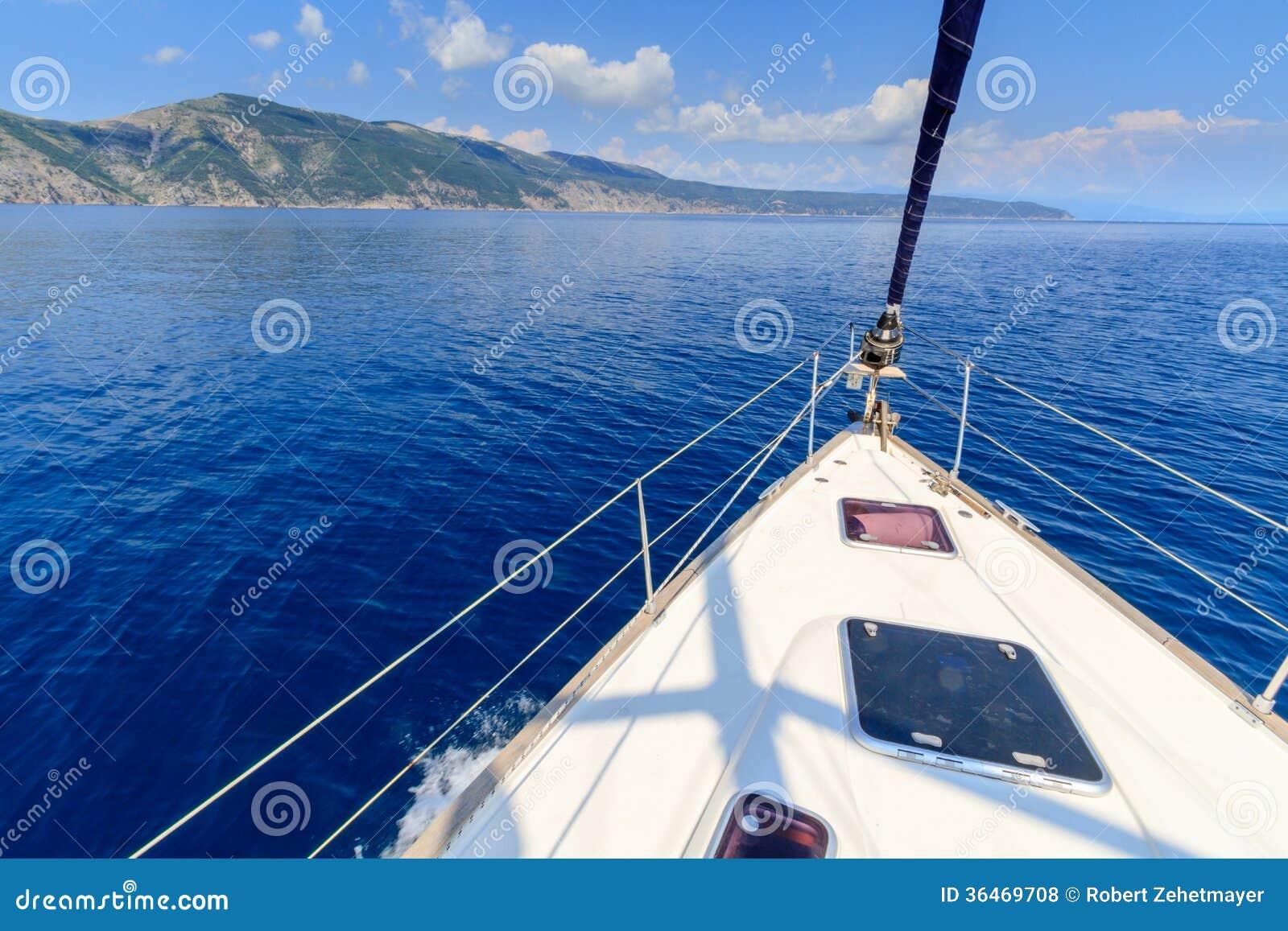 Boog van varend boot/jacht
