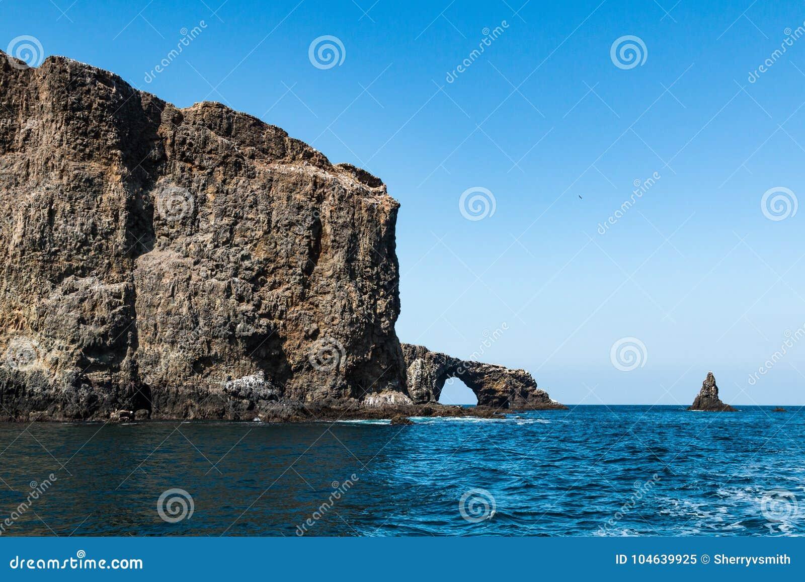 Download Boogrots En Anacapa-Eiland In Zuidelijk Californië Stock Afbeelding - Afbeelding bestaande uit naughty, east: 104639925