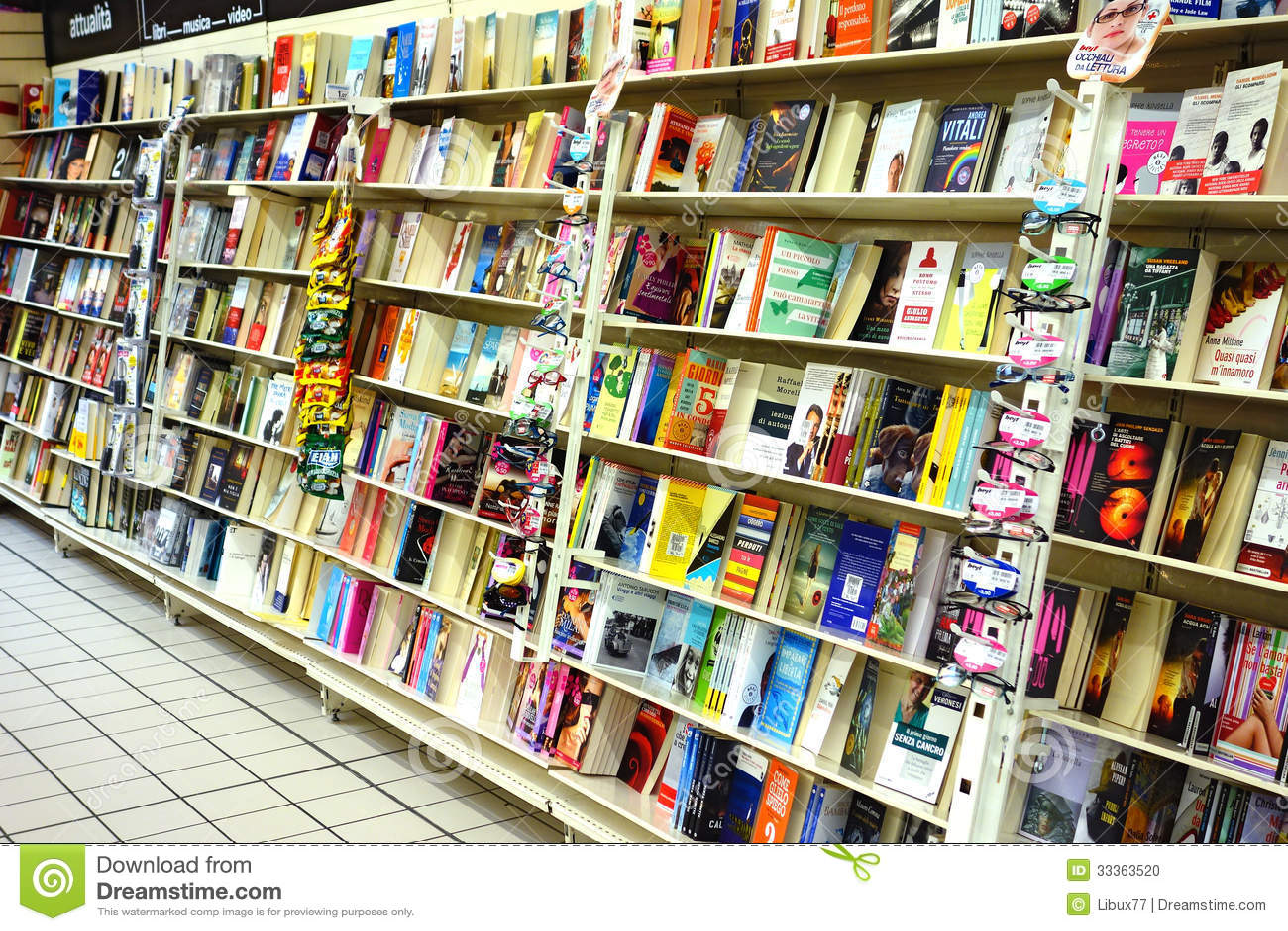 books bookshop italian italy shelves ...