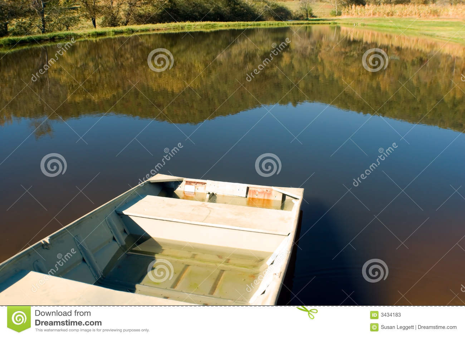 Boot bij kleine vijver