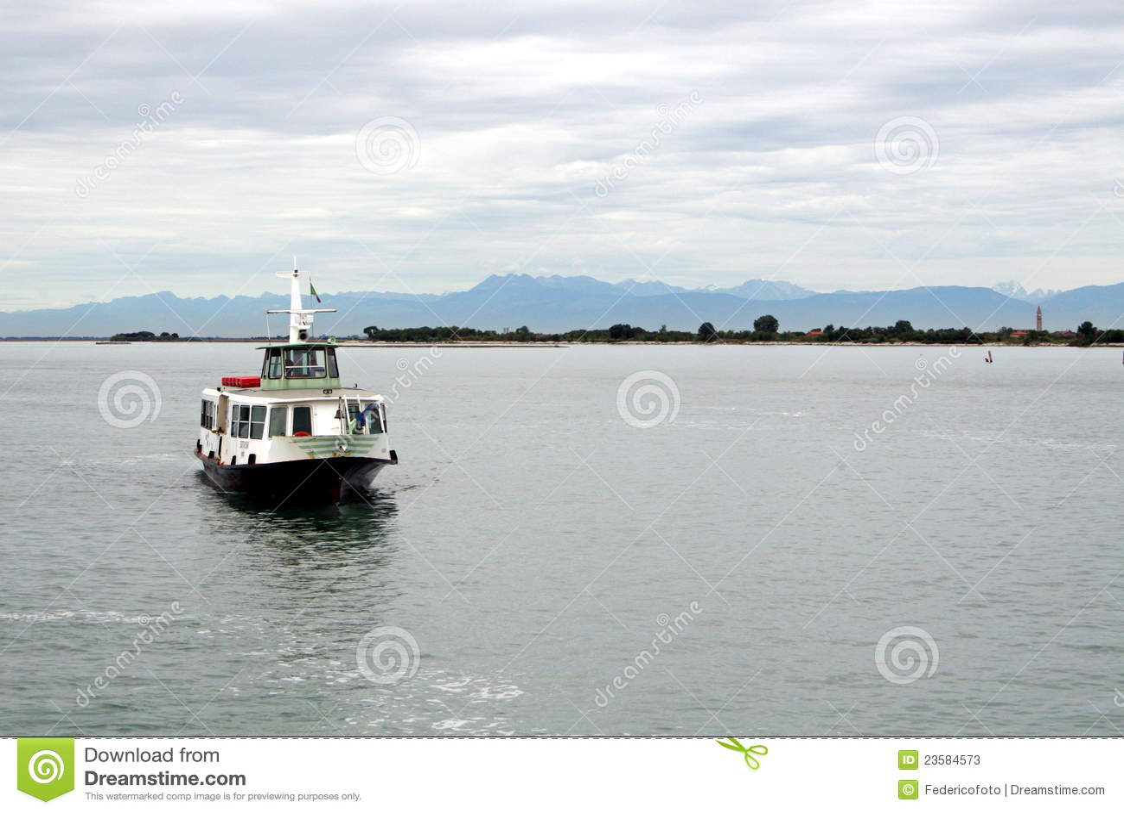 Boot om passagiers te vervoeren stock foto 39 s afbeelding 23584573 - Vervoeren van een trappenhuis ...