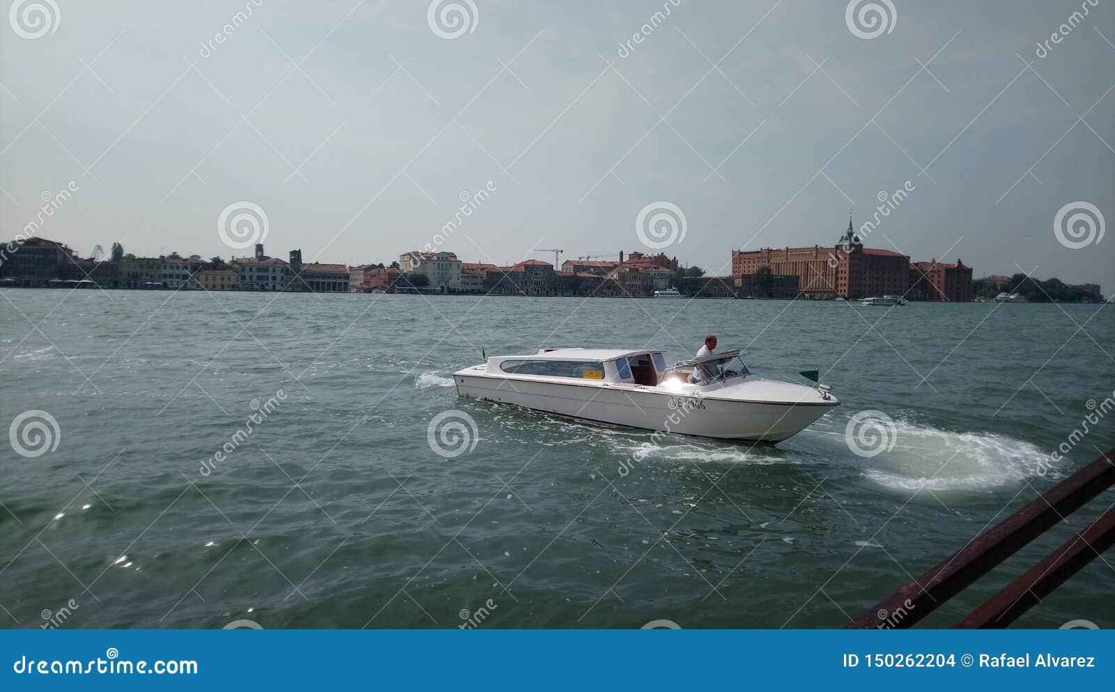 Boot op Venetië