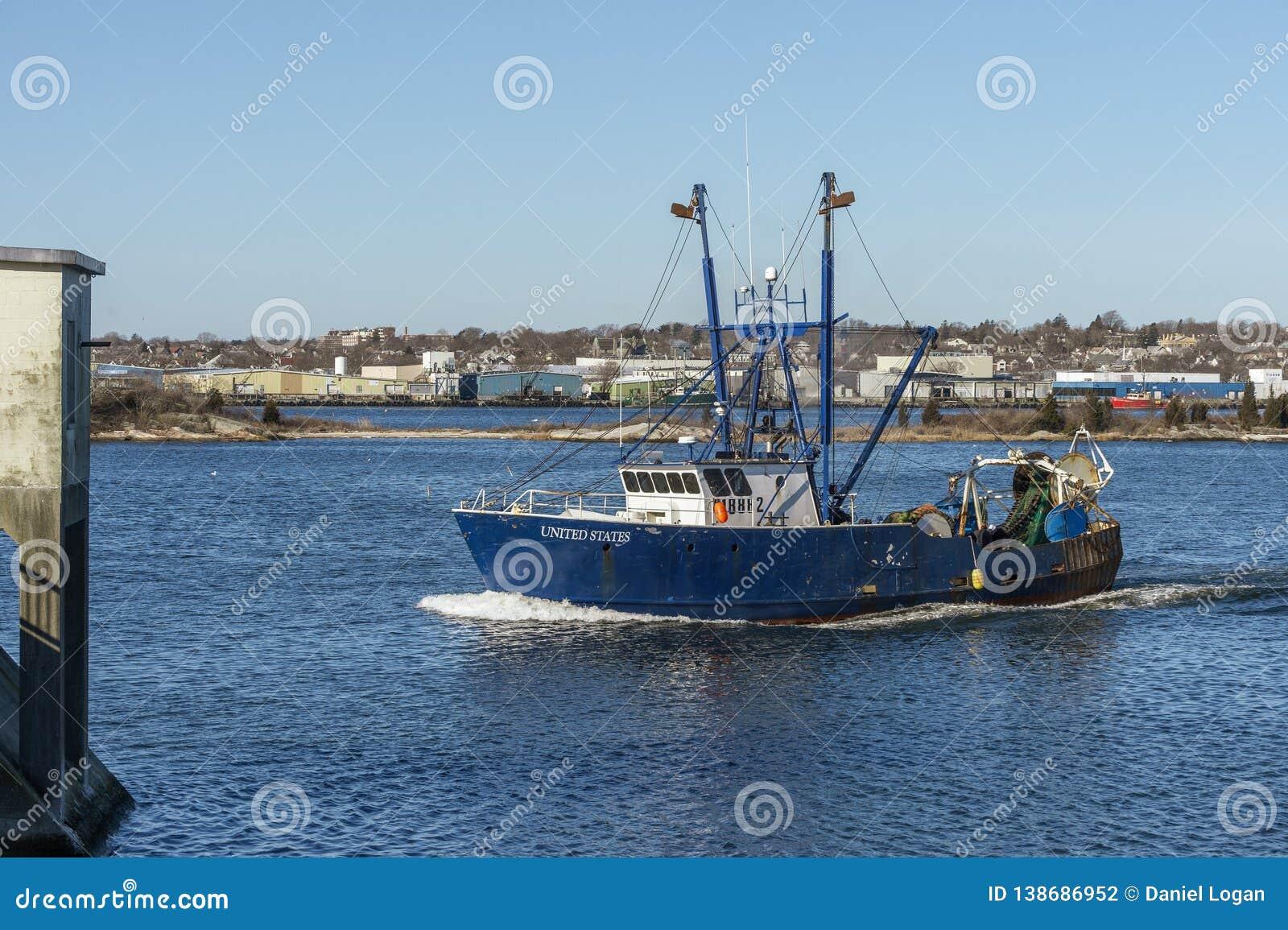 Boot Vereinigte Staaten der kommerziellen Fischerei, die New-Bedford Hurrikansperre sich nähern