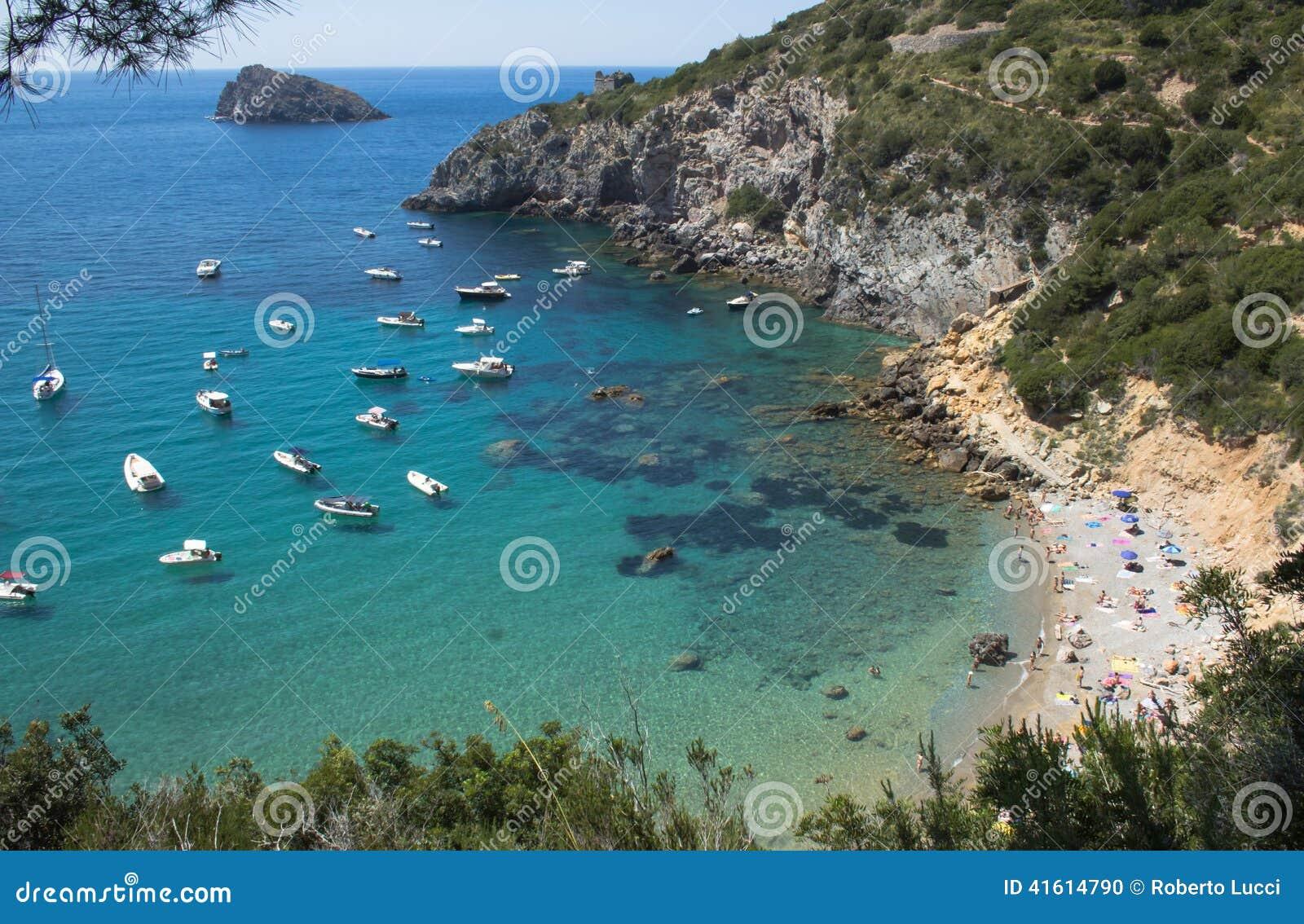 Boote auf blauem und grünem Meer, Argentario