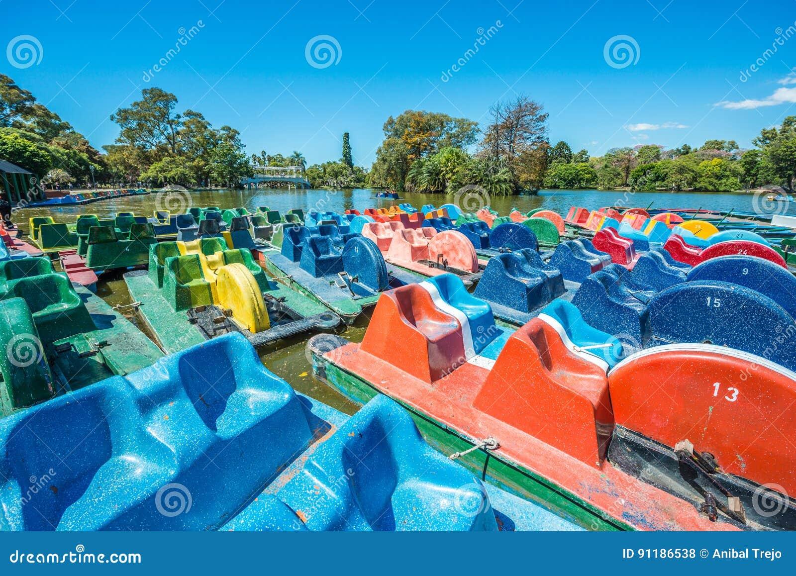 Boote auf Palermo-Holz in Buenos Aires, Argentinien