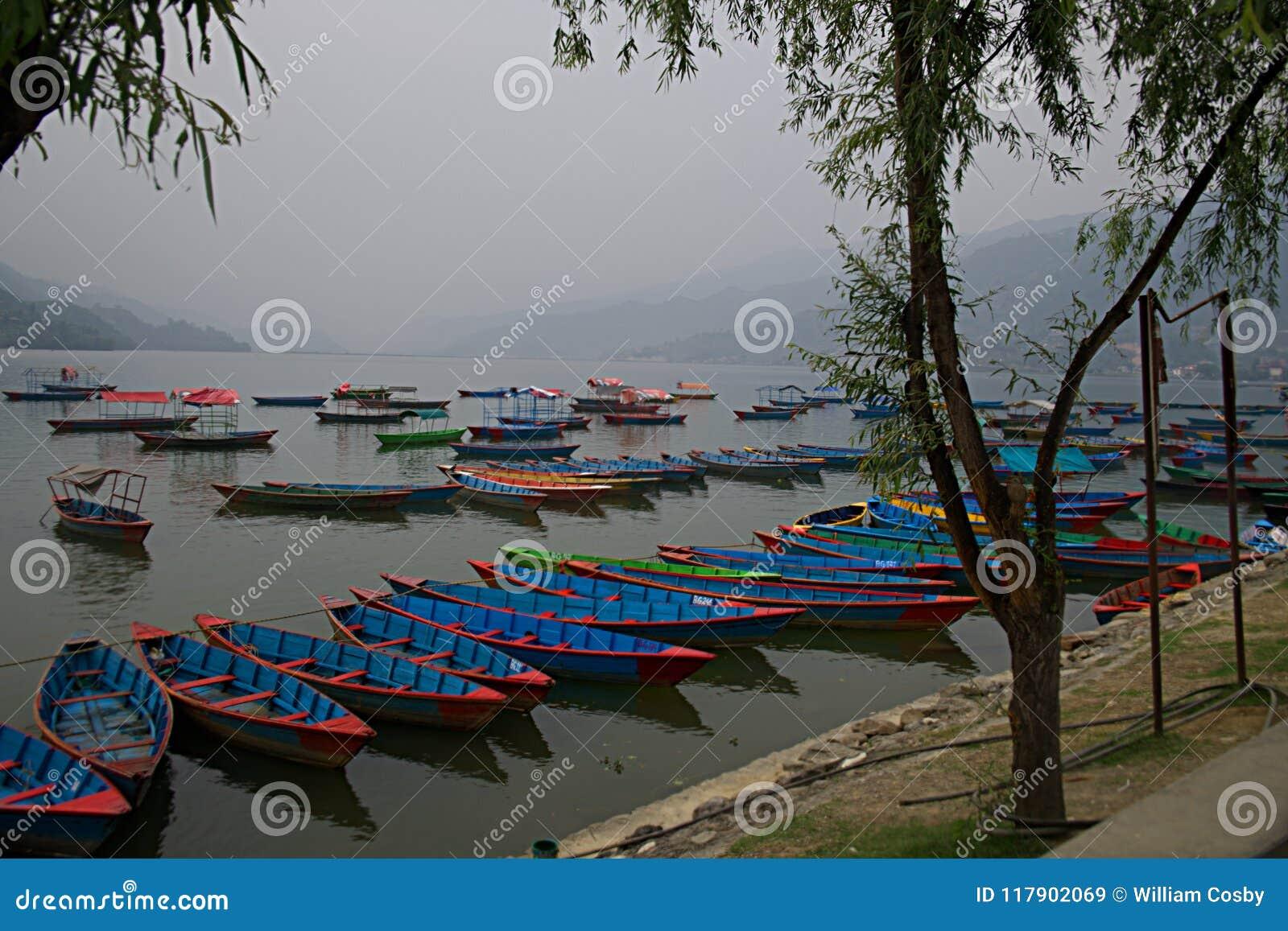 Boote auf Phewa See D