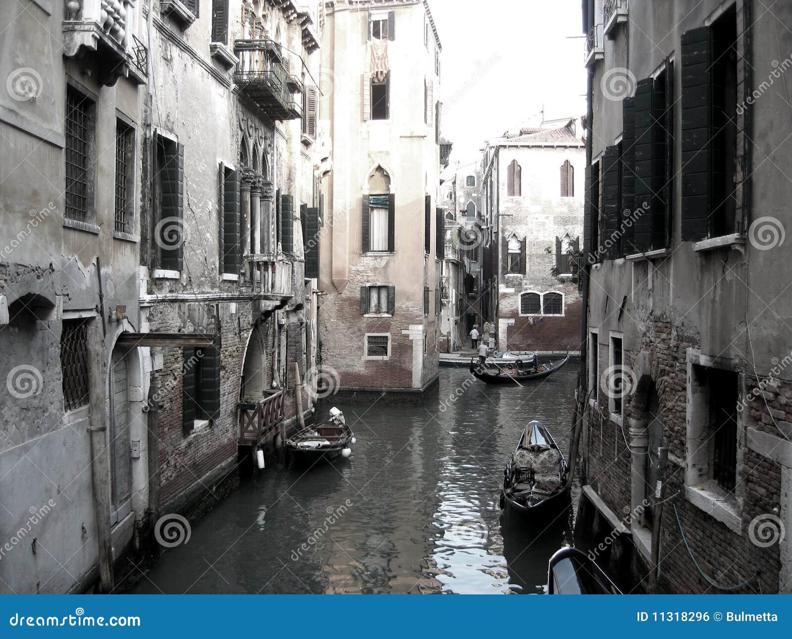 Boote auf Venedig-Kanal