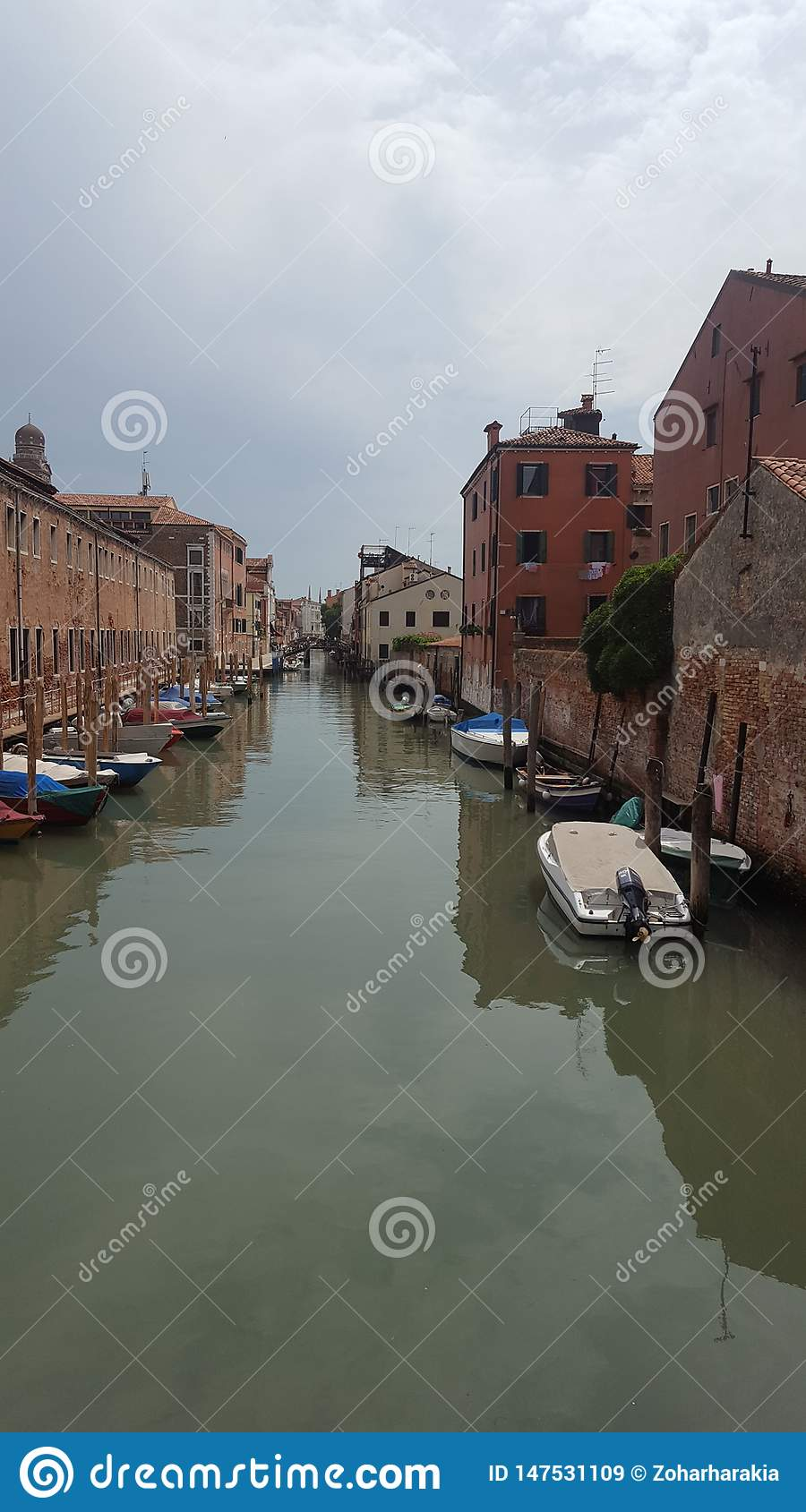 Boote am Kanal in Venedig