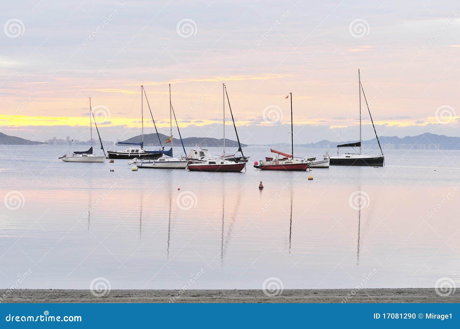 Boote am Tagesanbruch