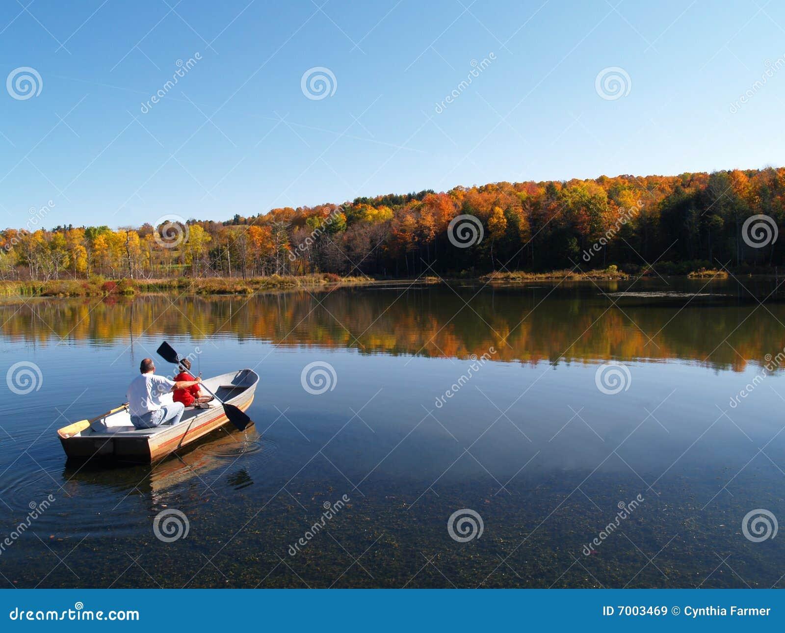 Bootfahrt im Herbst