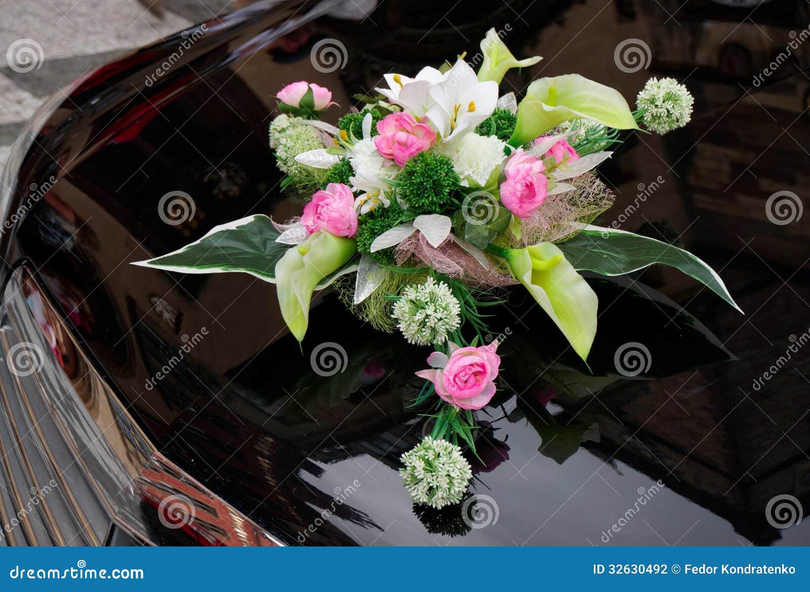 boquet de mariage sur le capot cher de voiture - Fleurs Capot De Voiture Mariage