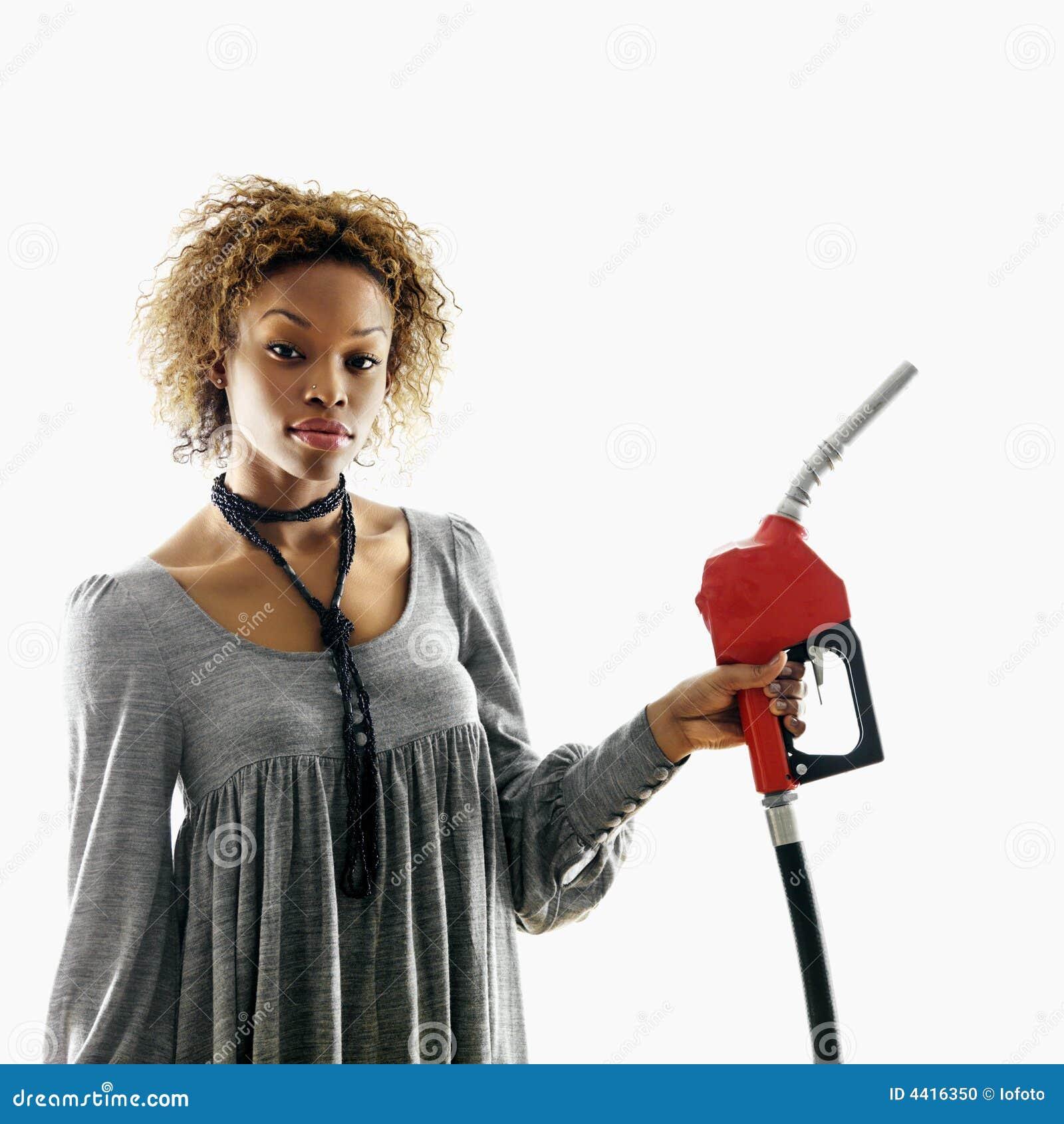 Boquilla de gas de la explotación agrícola de la mujer