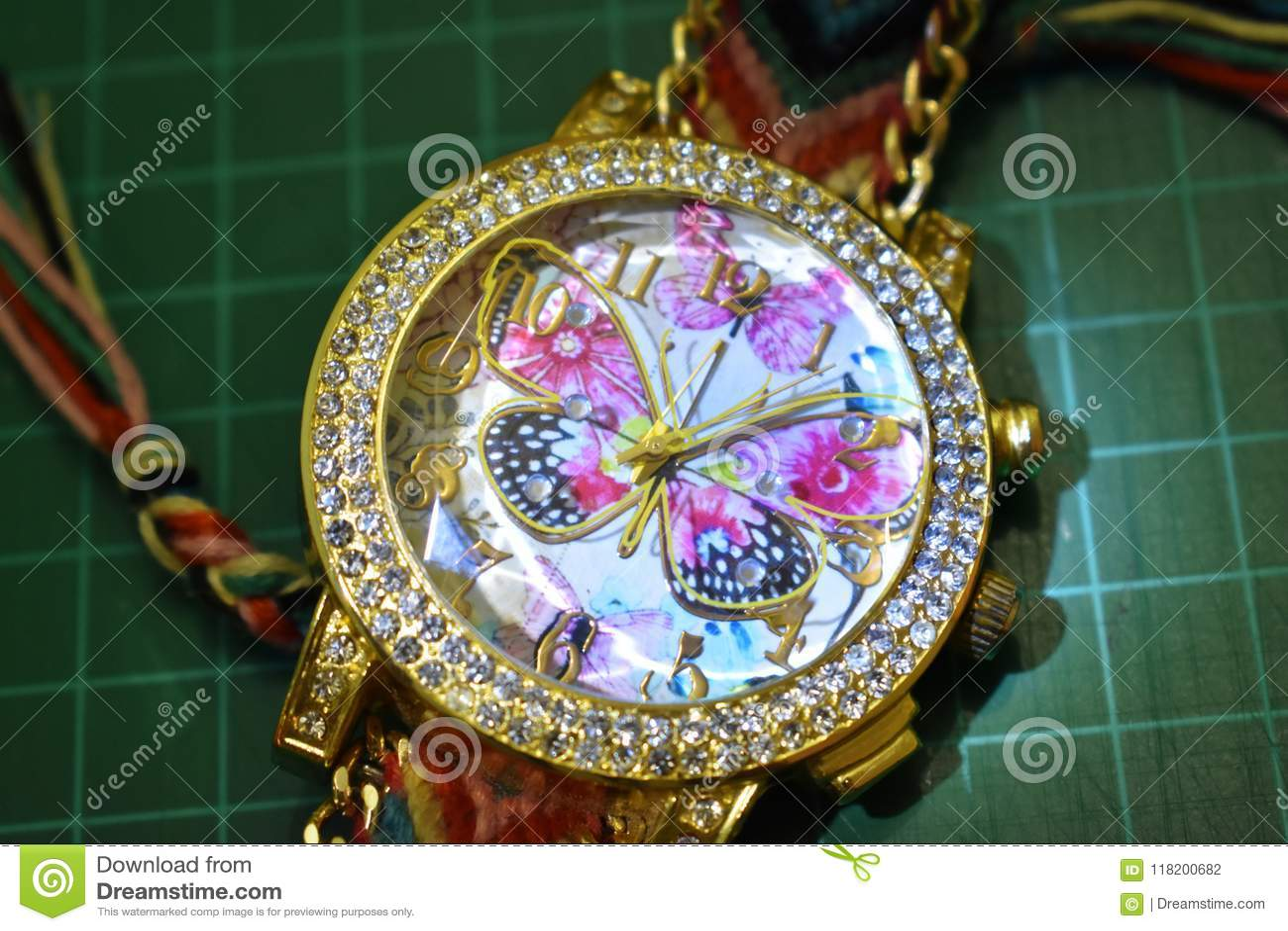 Borboleta do relógio da mão