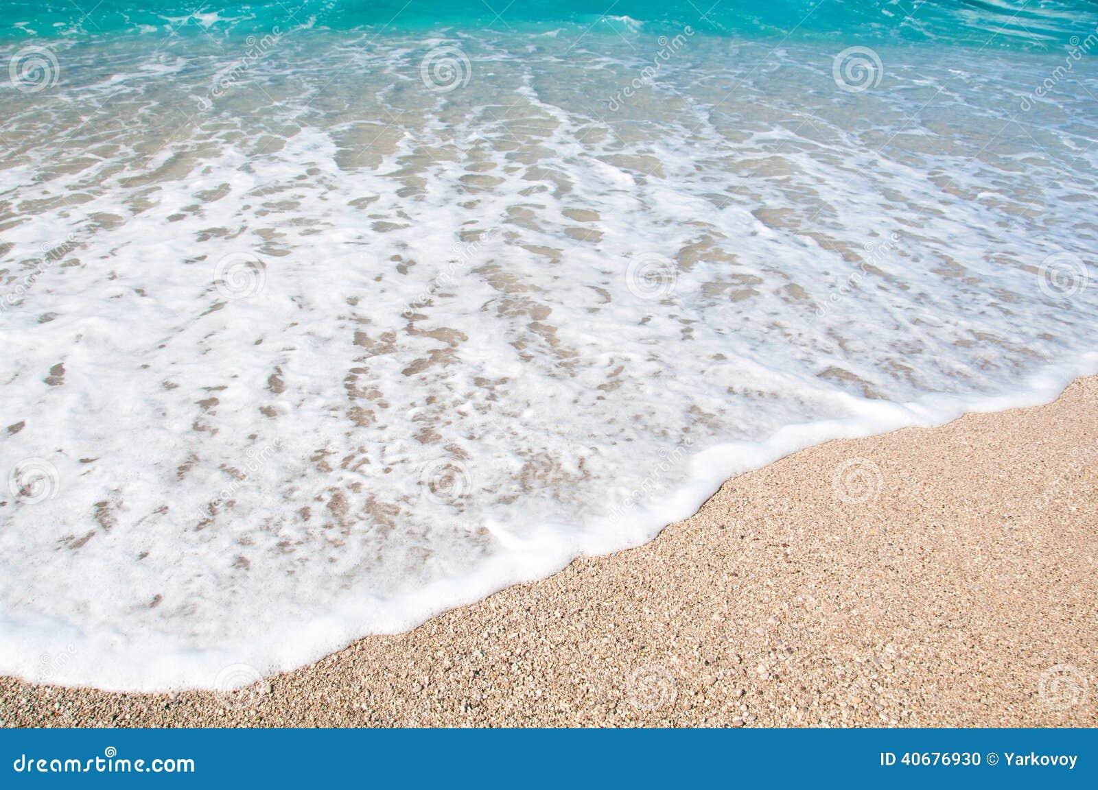 bord de la mer vagues et plage sablonneuse photo stock image 40676930. Black Bedroom Furniture Sets. Home Design Ideas