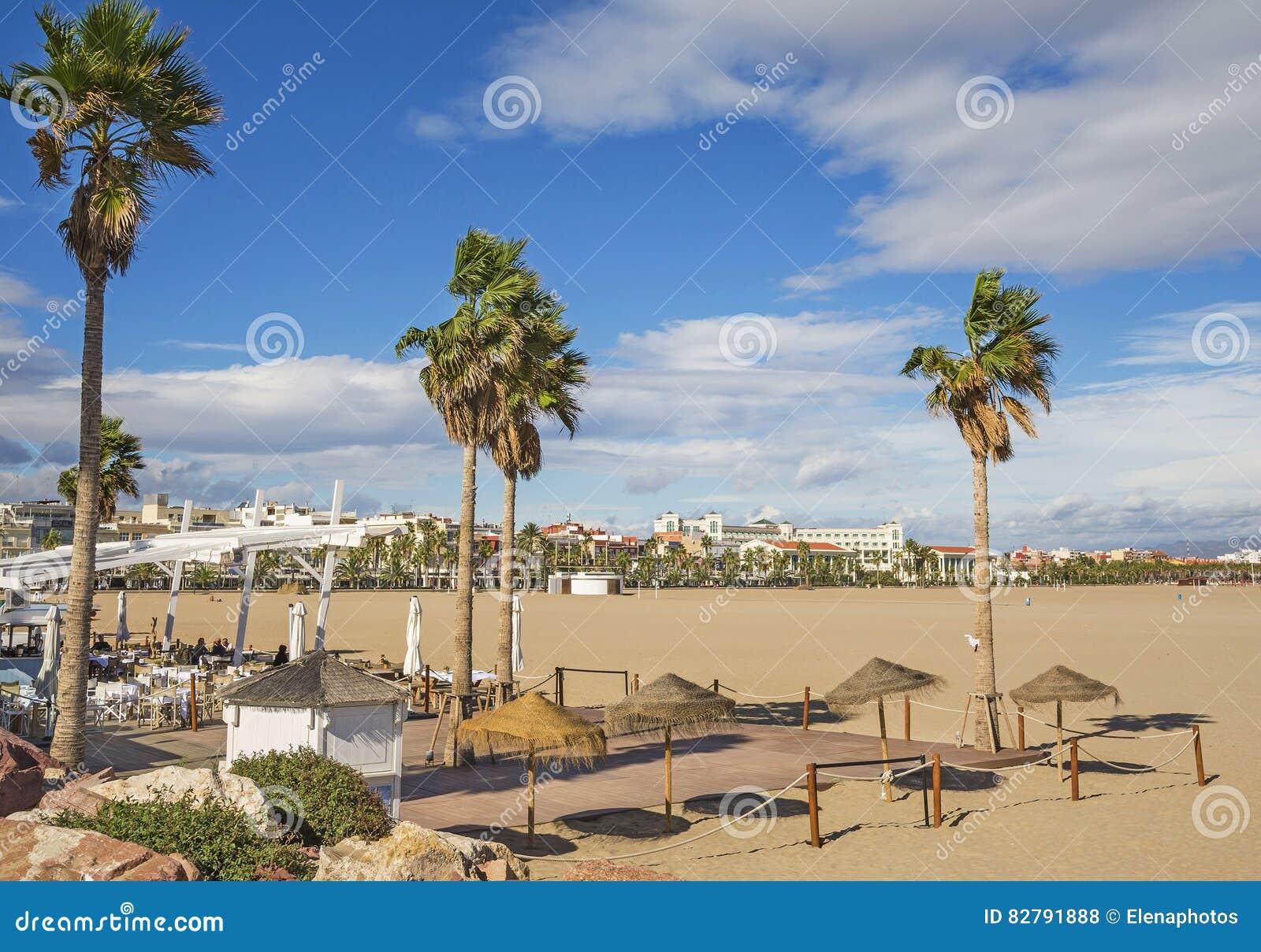 bord de mer sur la plage dans la ville de valence espagne photo stock image 82791888. Black Bedroom Furniture Sets. Home Design Ideas